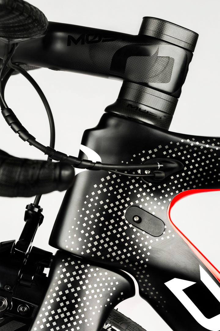 Everything aero for every benefit. Event the fork and spares are aero shaped on the Pinarello F10