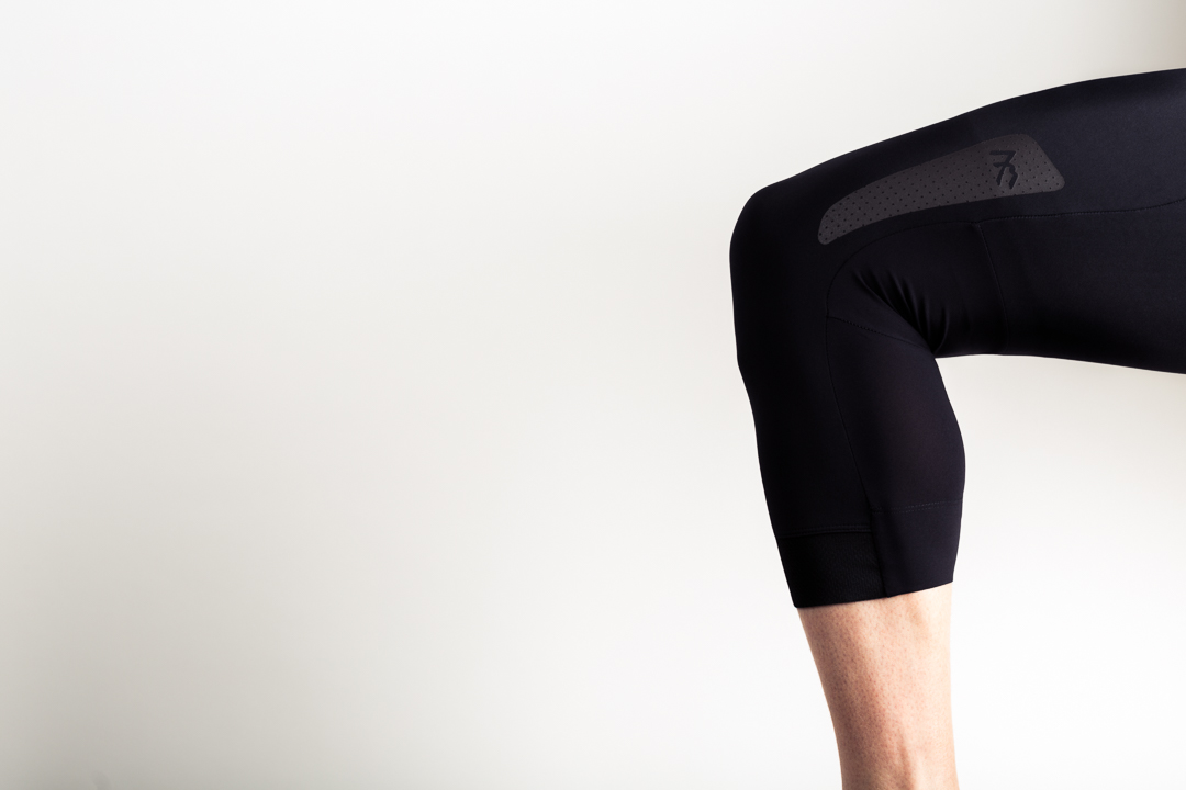 7mesh Strata knickers are pre-articulated to fit the body in a mid-pedal stroke position
