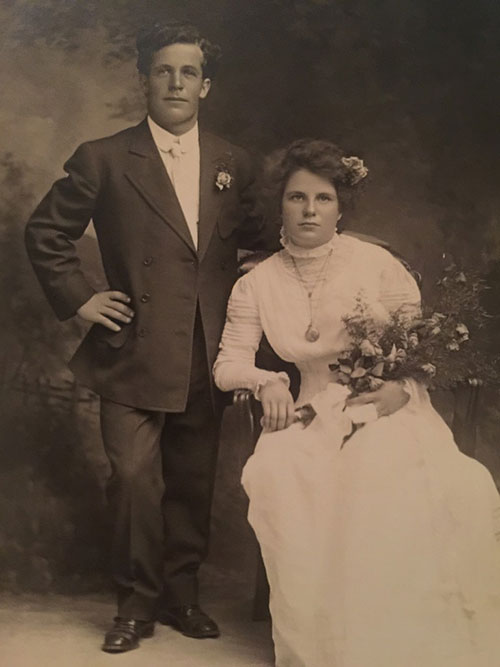 My Great Uncle Bill & his wife Emma Henrietta on their wedding day in 1907.