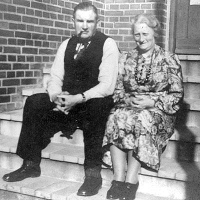 Annie Vince Kaehne and Hans Karl Theodor Kaehne. Year unknown.
