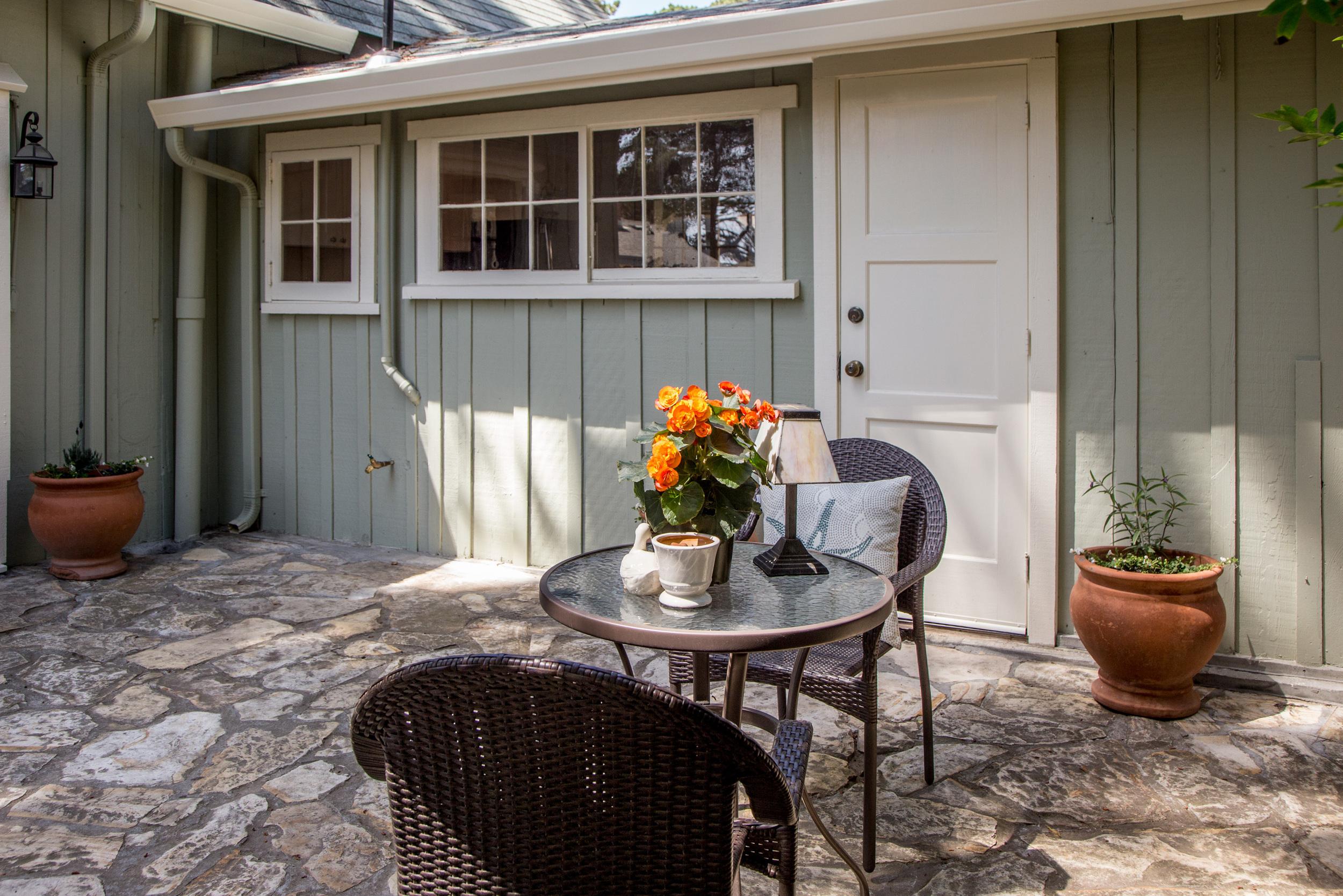 21outdoor patio end.jpg