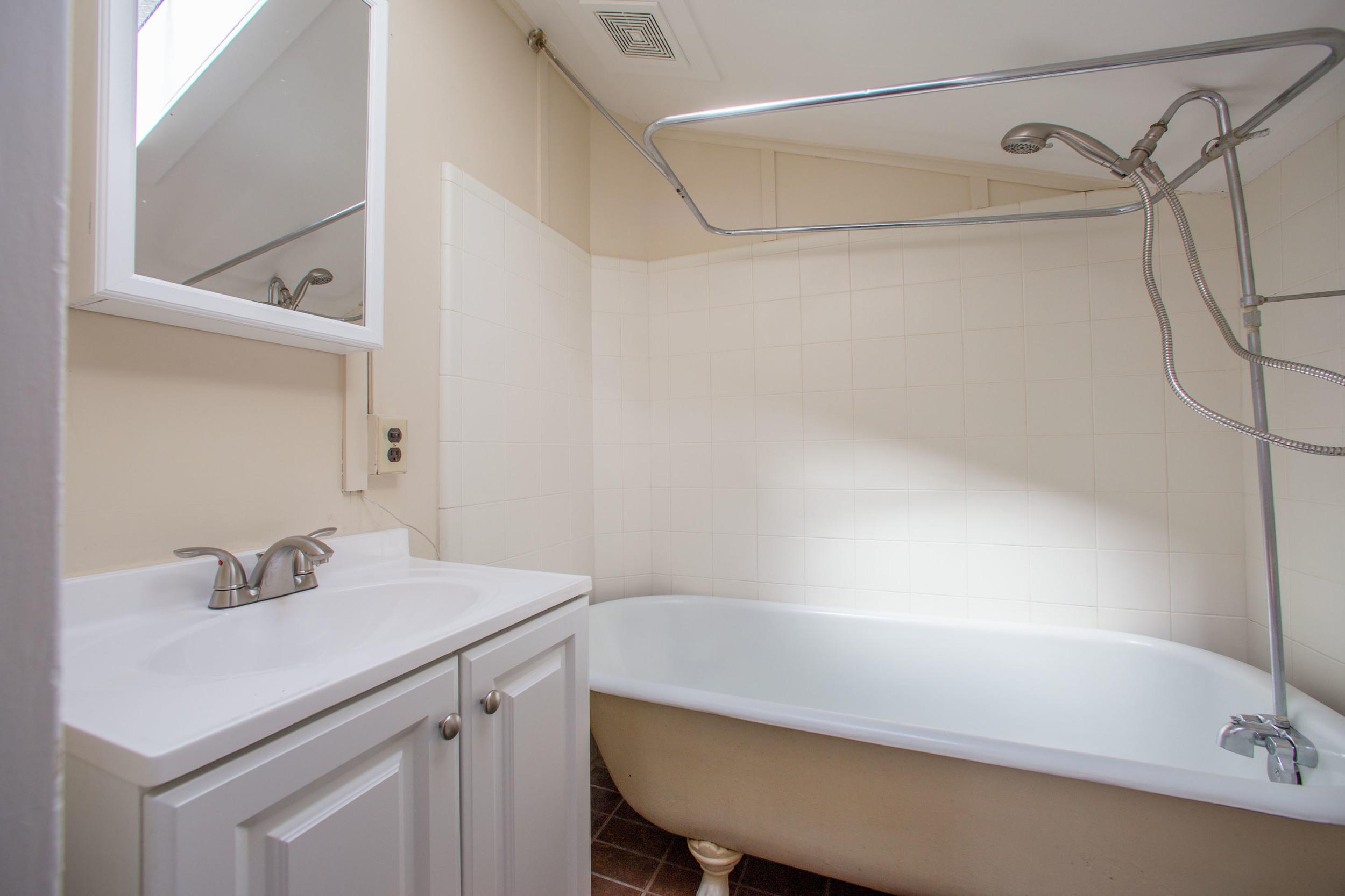 Unit A bathroom-11.jpg