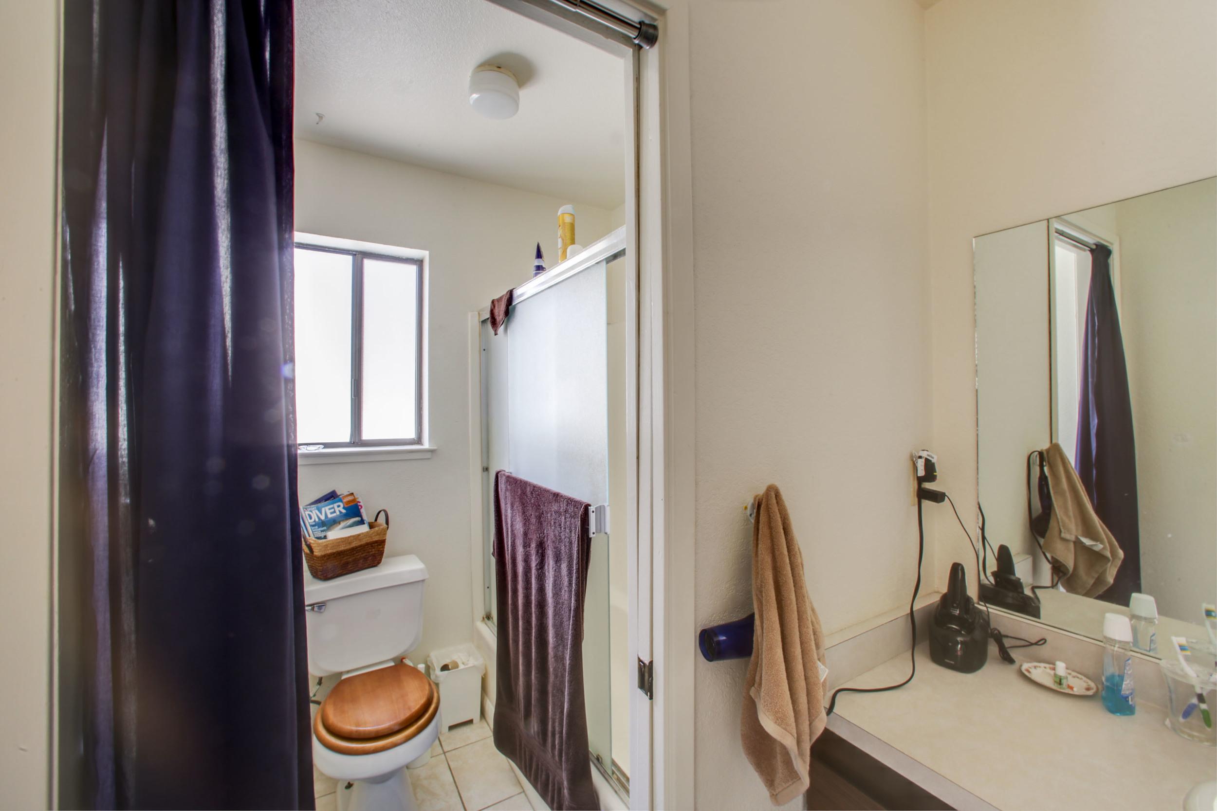 Unit C bathroom-18.jpg