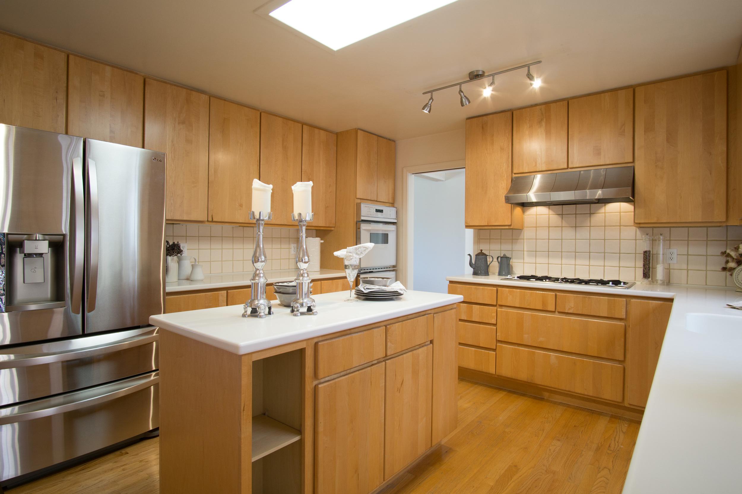 12 kitchen 1.jpg