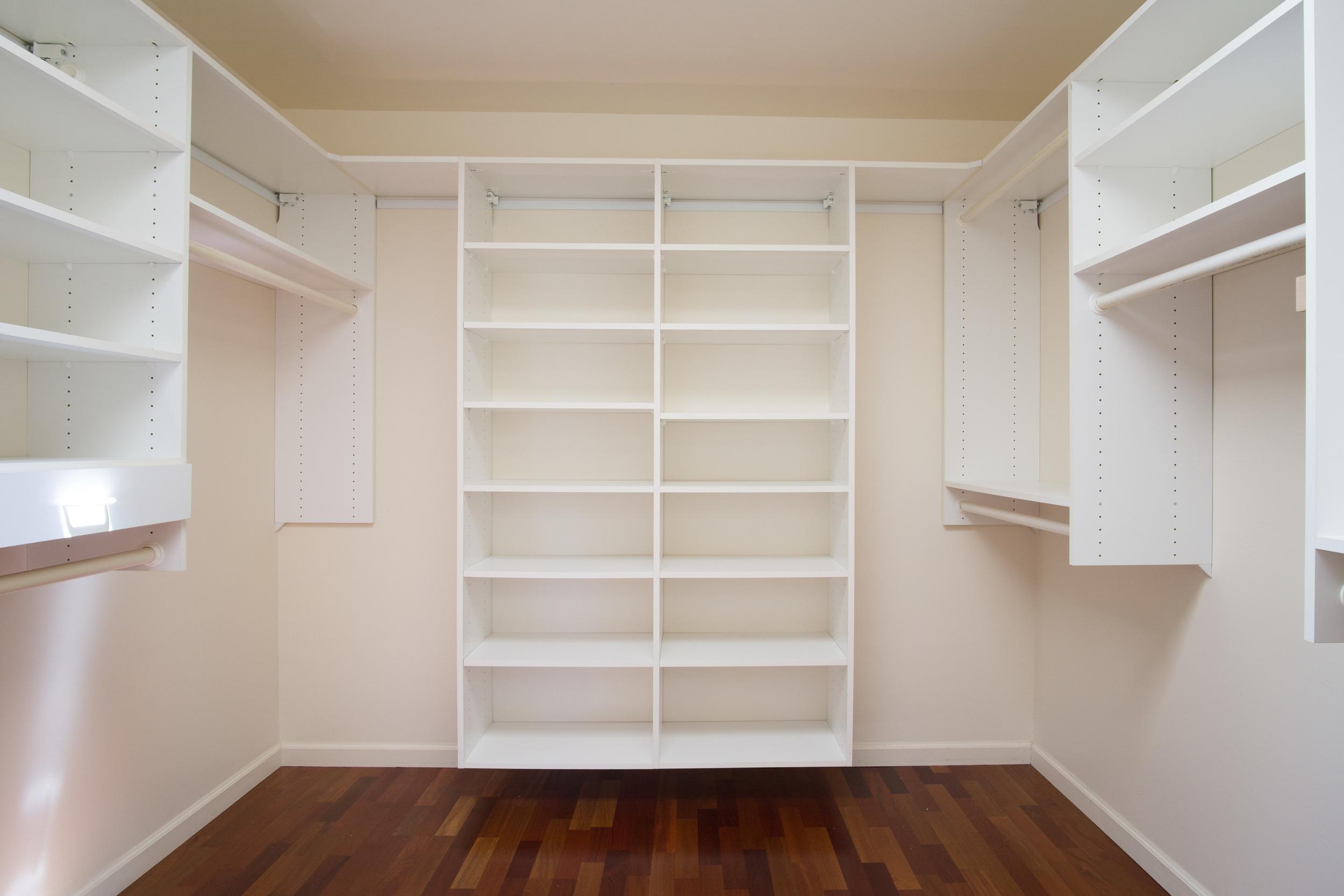 20 master closet.jpg