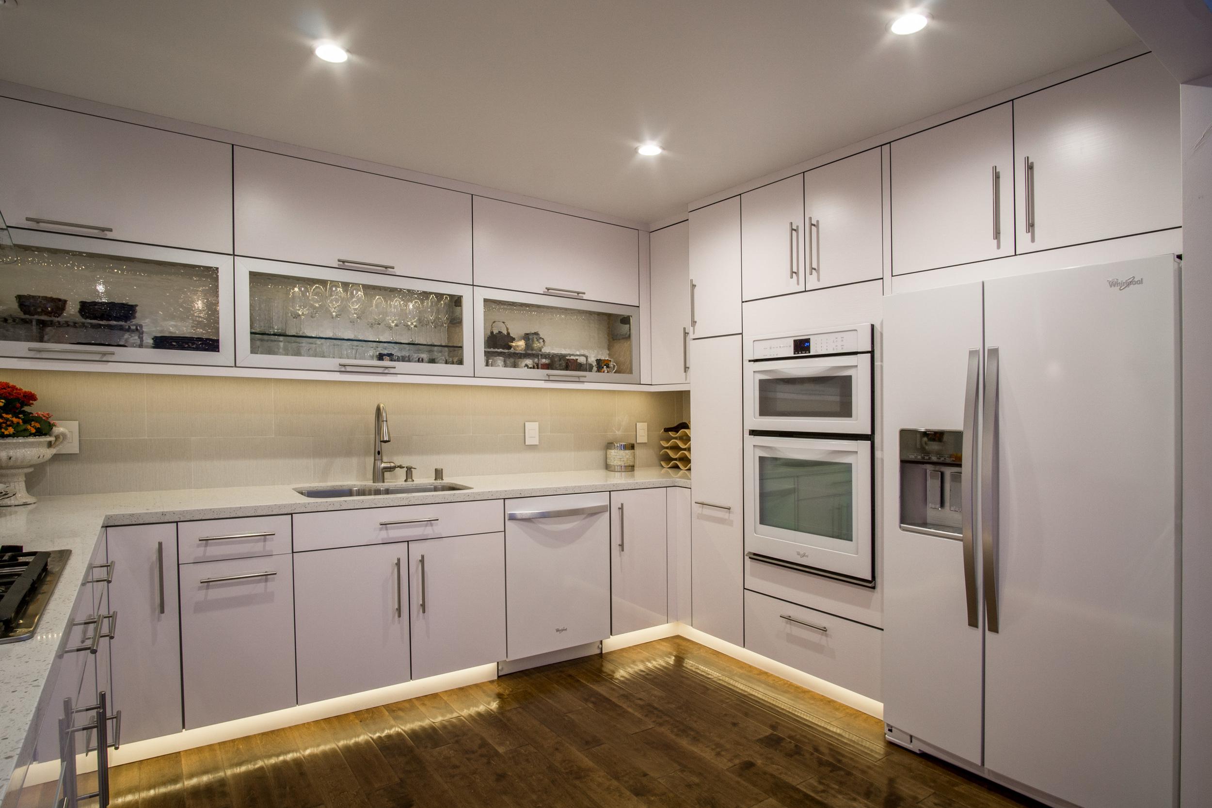 12 kitchen 2.jpg