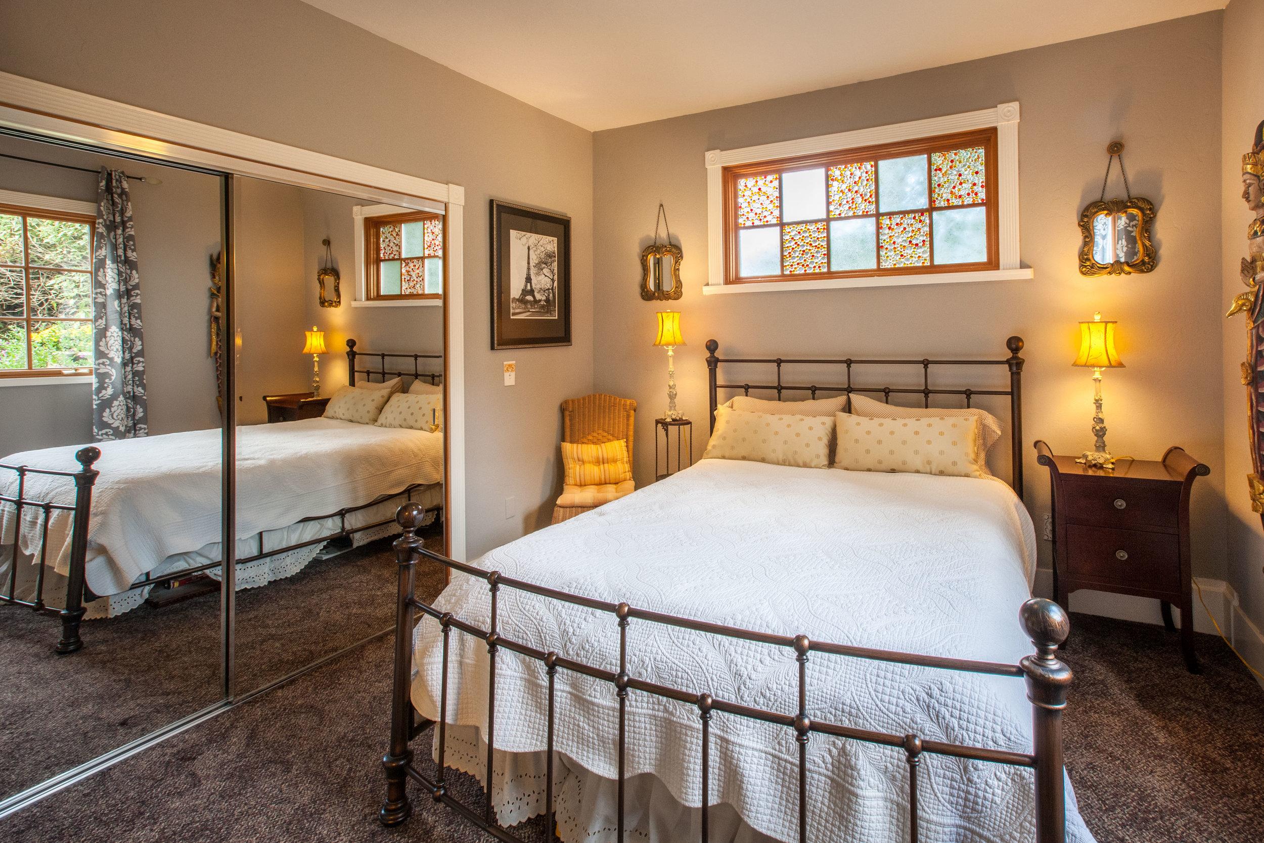 9 Downstairs bedroom.jpg
