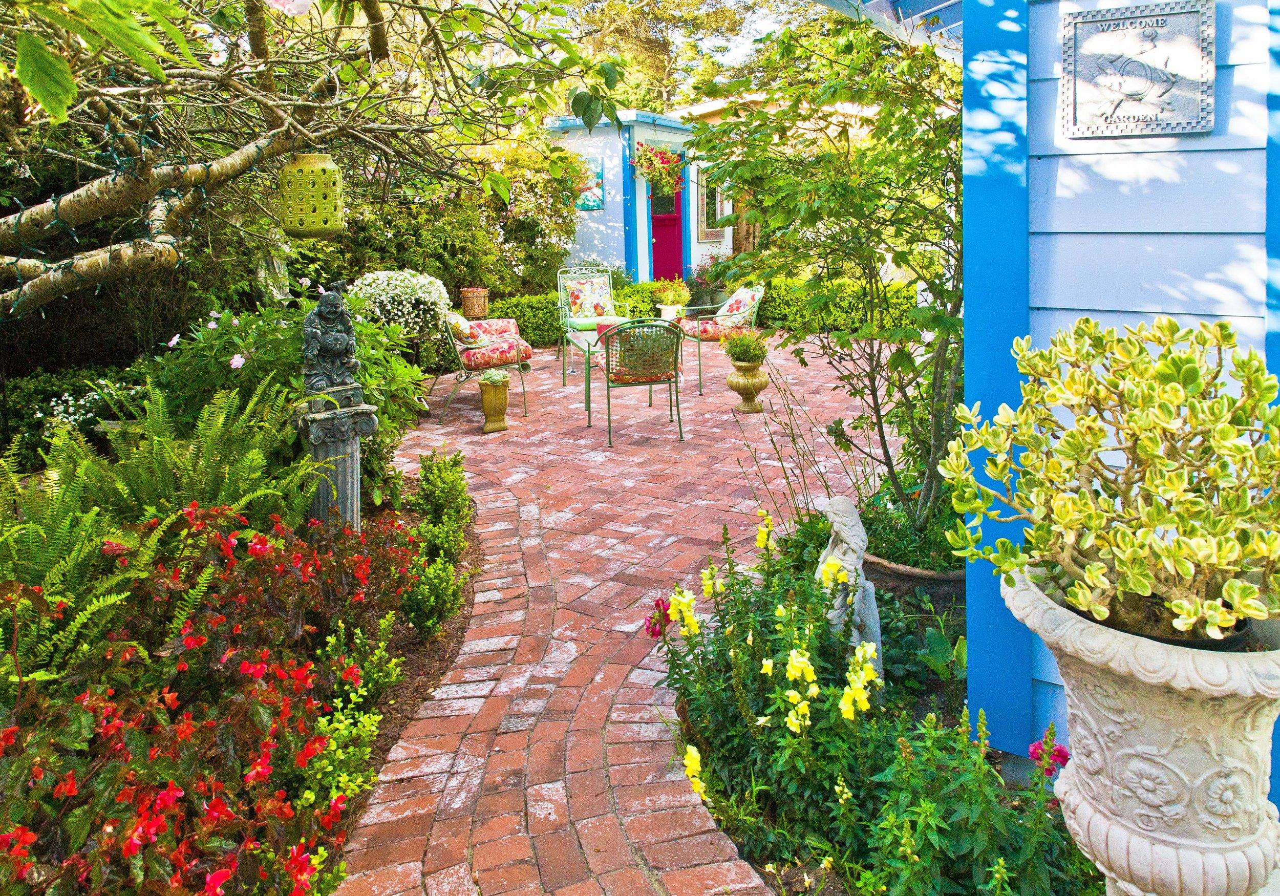 21 Back garden.jpg