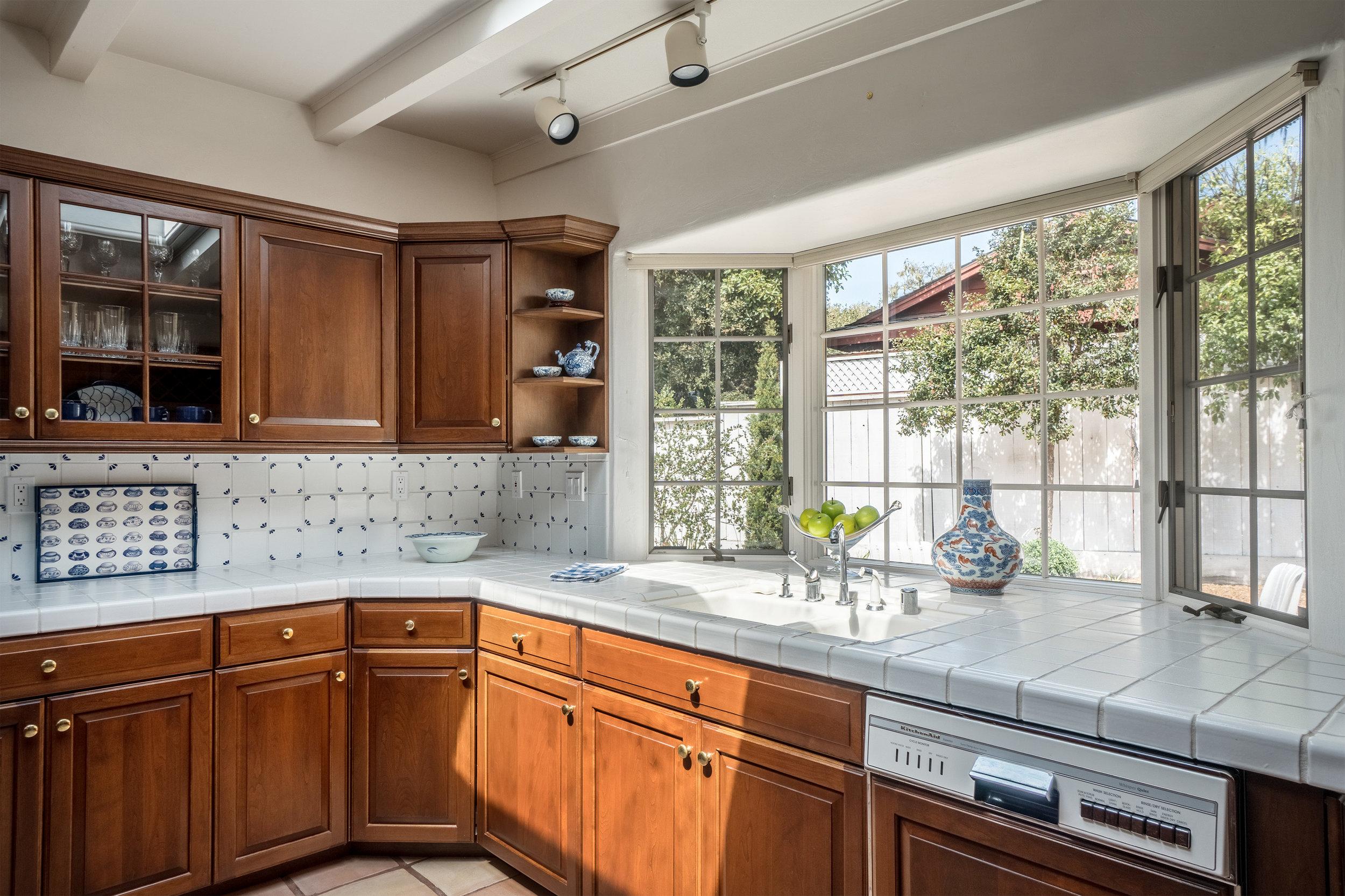 5 kitchen 2.jpg