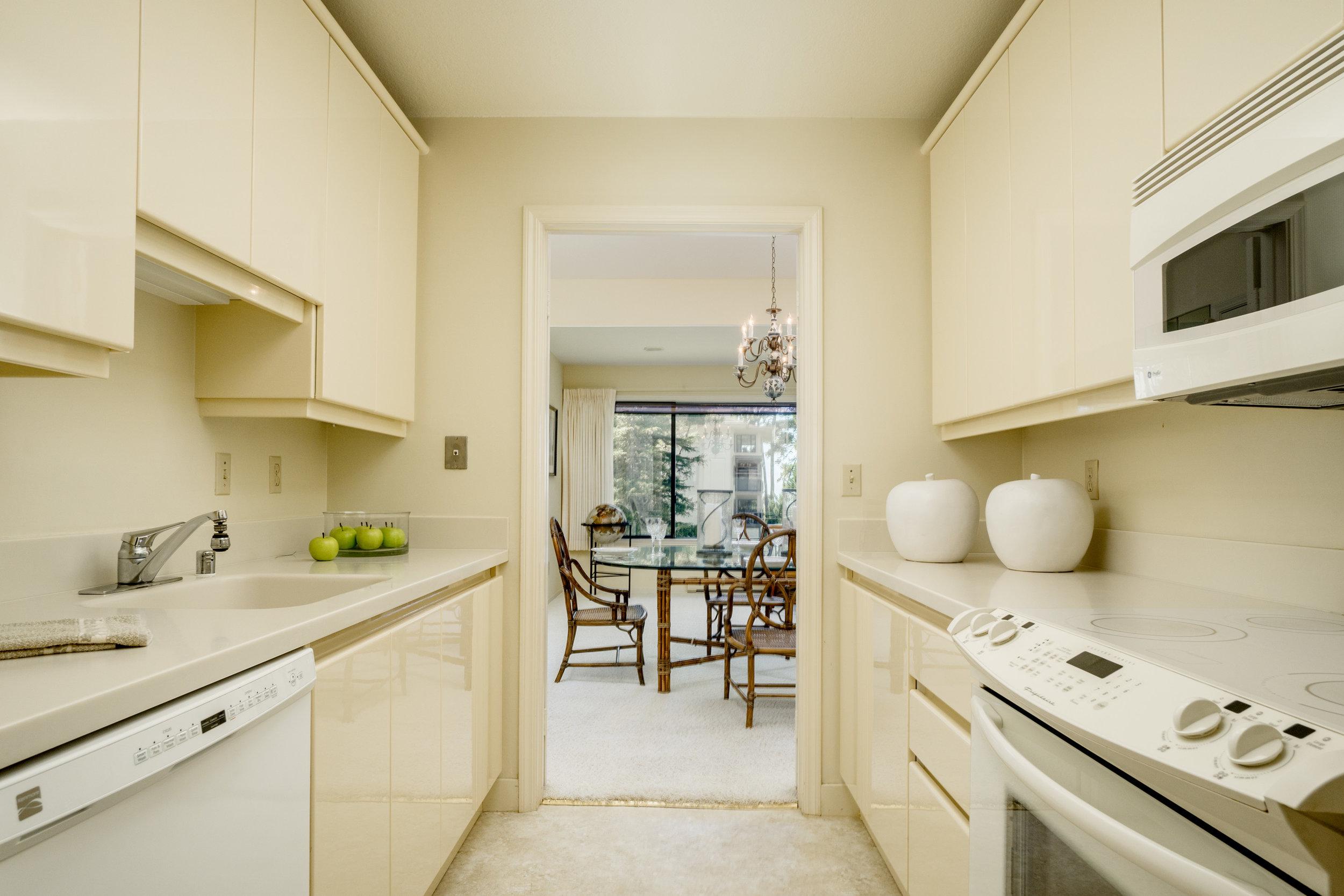 8 kitchen 1.jpg