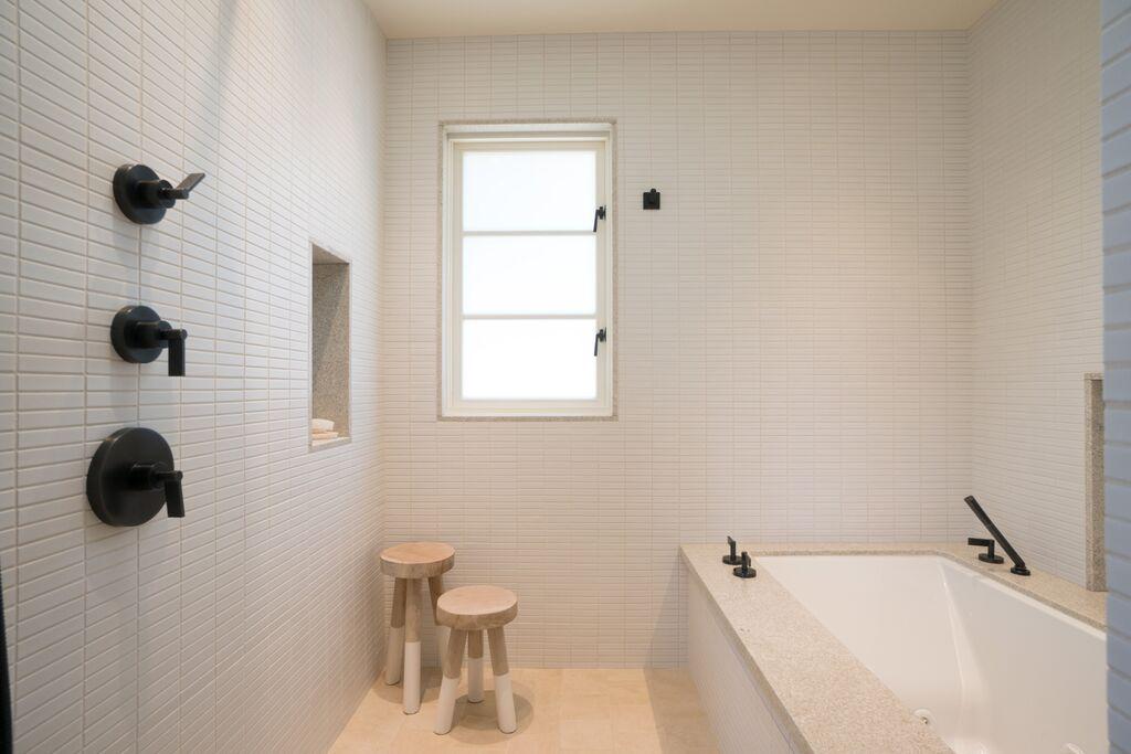 21Ensuite 1 Bath.jpeg