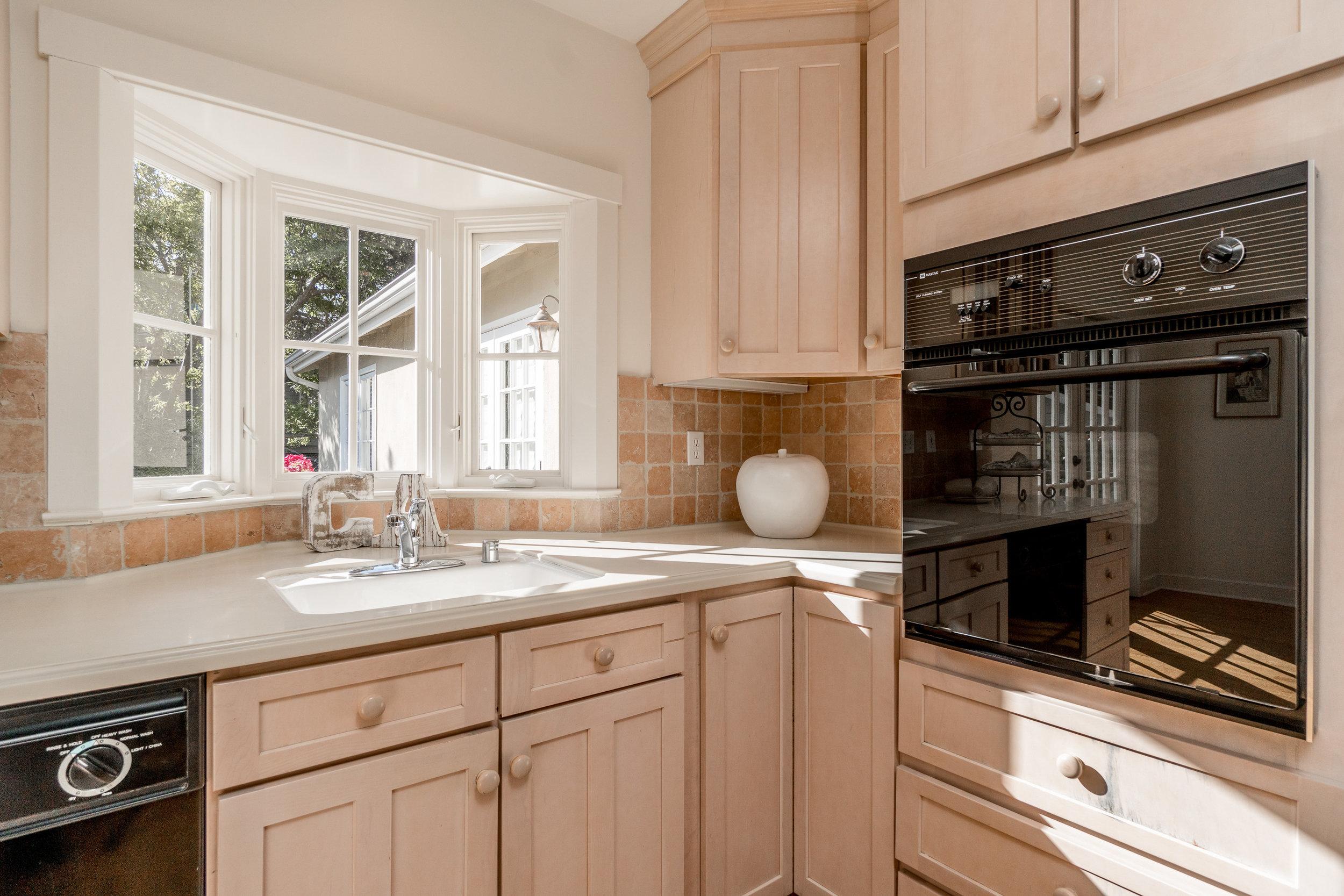 8. kitchen 3.jpg