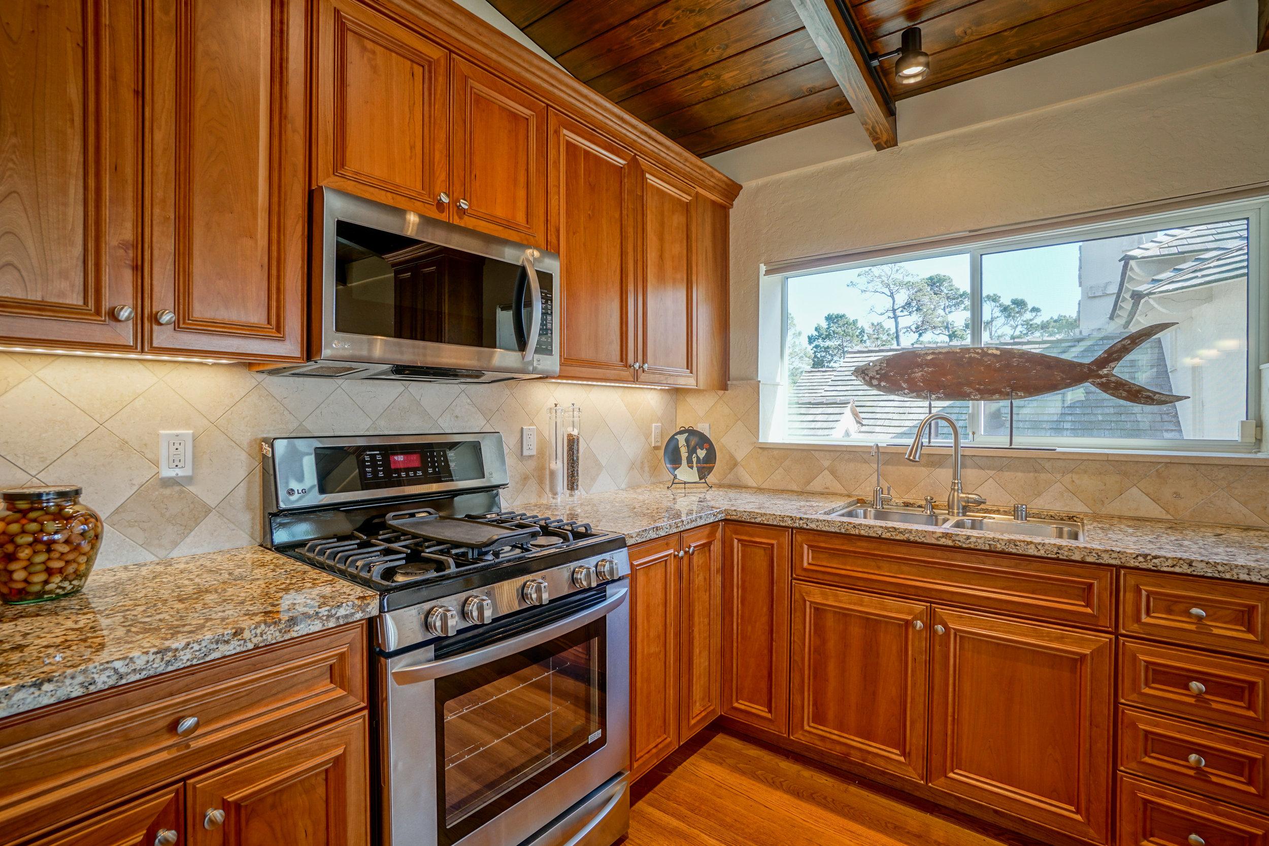 6 Kitchen 2.jpg