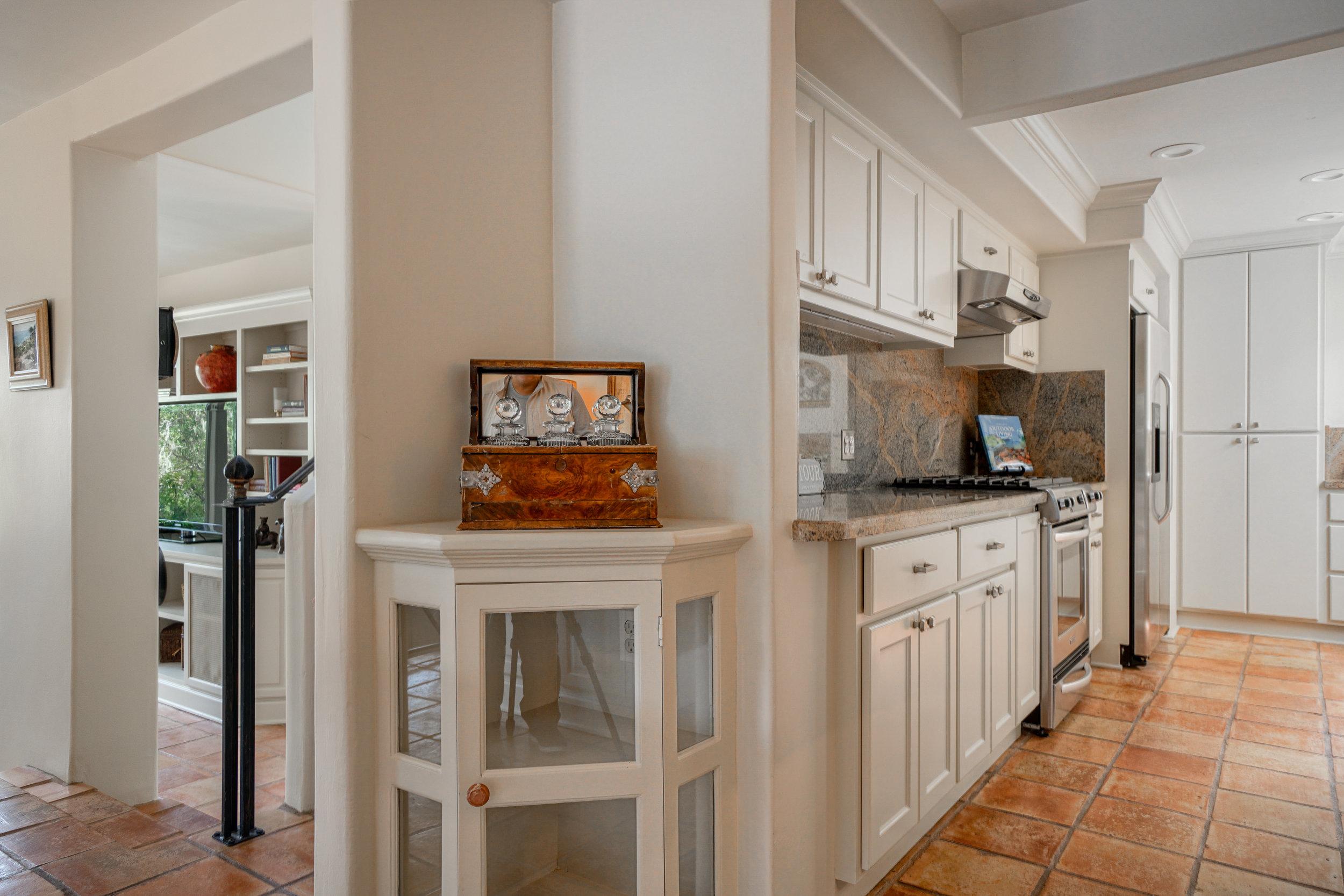 10 dining kitchen.jpg