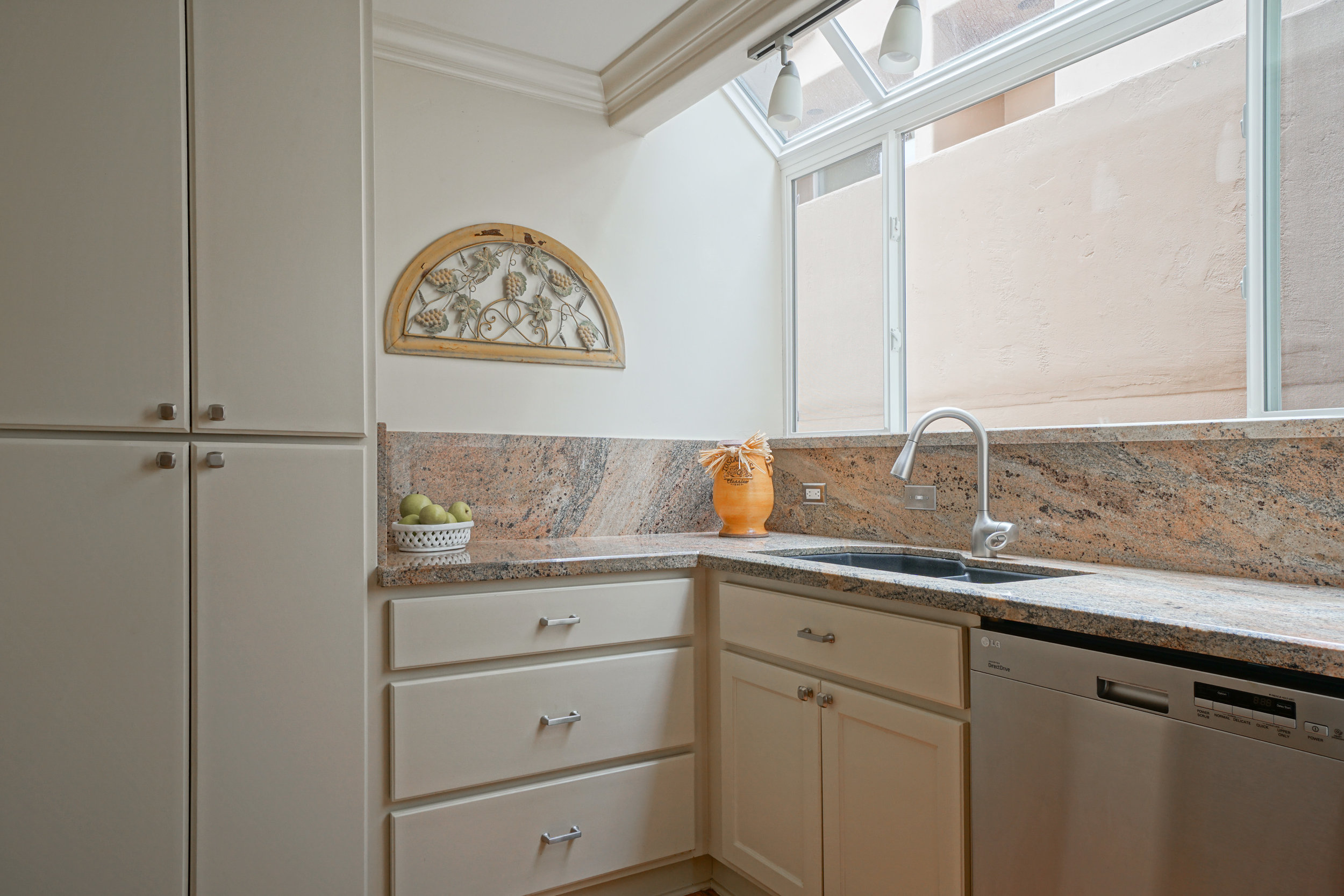 13 kitchen 3.jpg