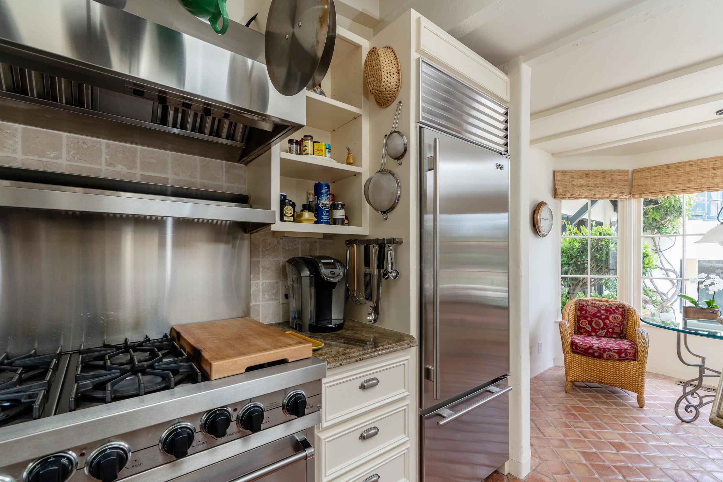 12b.kitchen.jpg