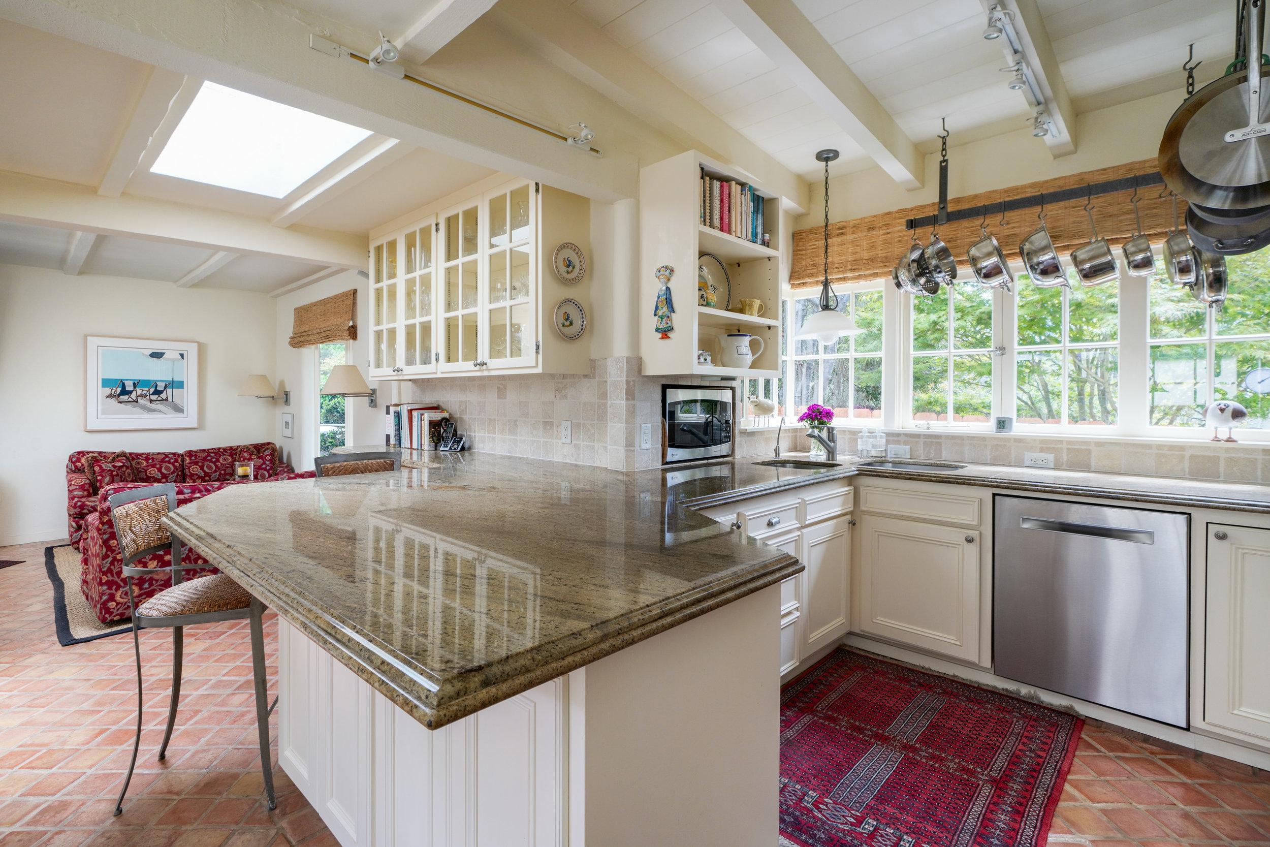 14 kitchen familyrm.jpg