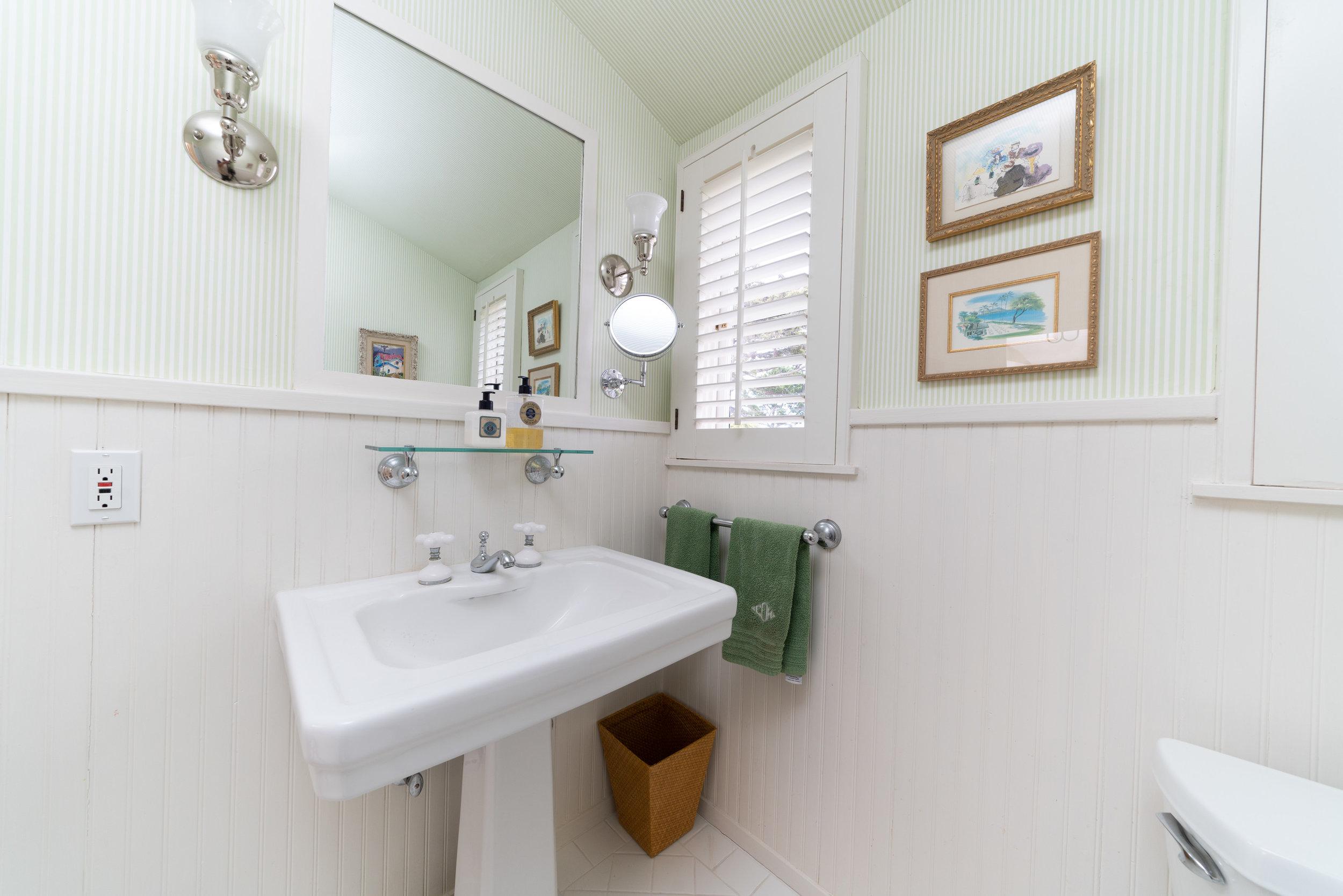 29 bathroom 2.jpg