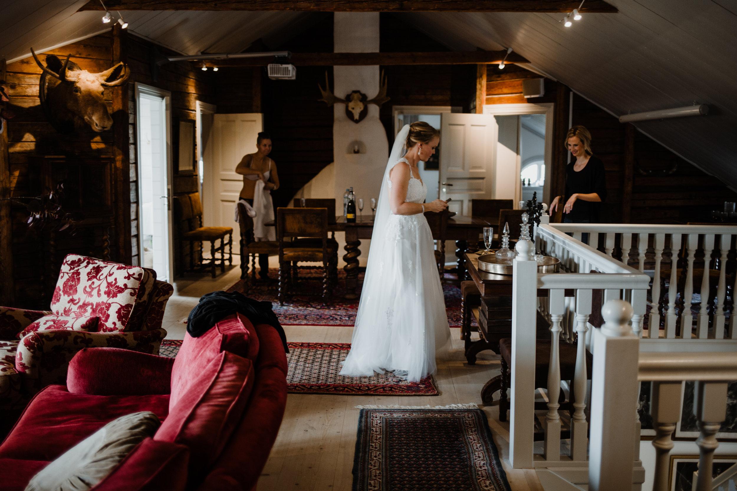 Bröllopsfotograf-Uddetorp Säteri-Höstbröllop-Fotograf Emilia- Bröllopsfotograf Borås-12.jpg