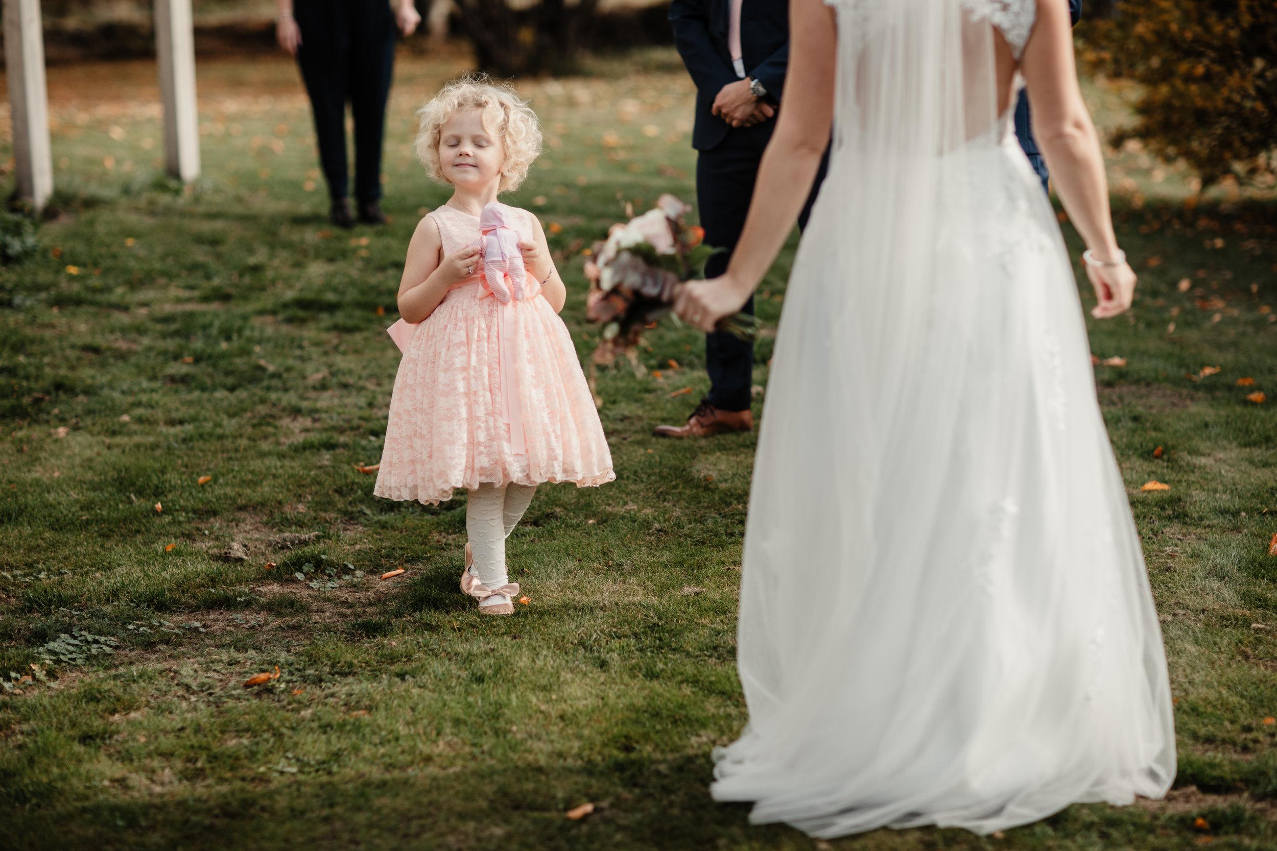 Bröllopsfotograf-Uddetorp Säteri-Höstbröllop-Fotograf Emilia- Bröllopsfotograf Borås-21.jpg