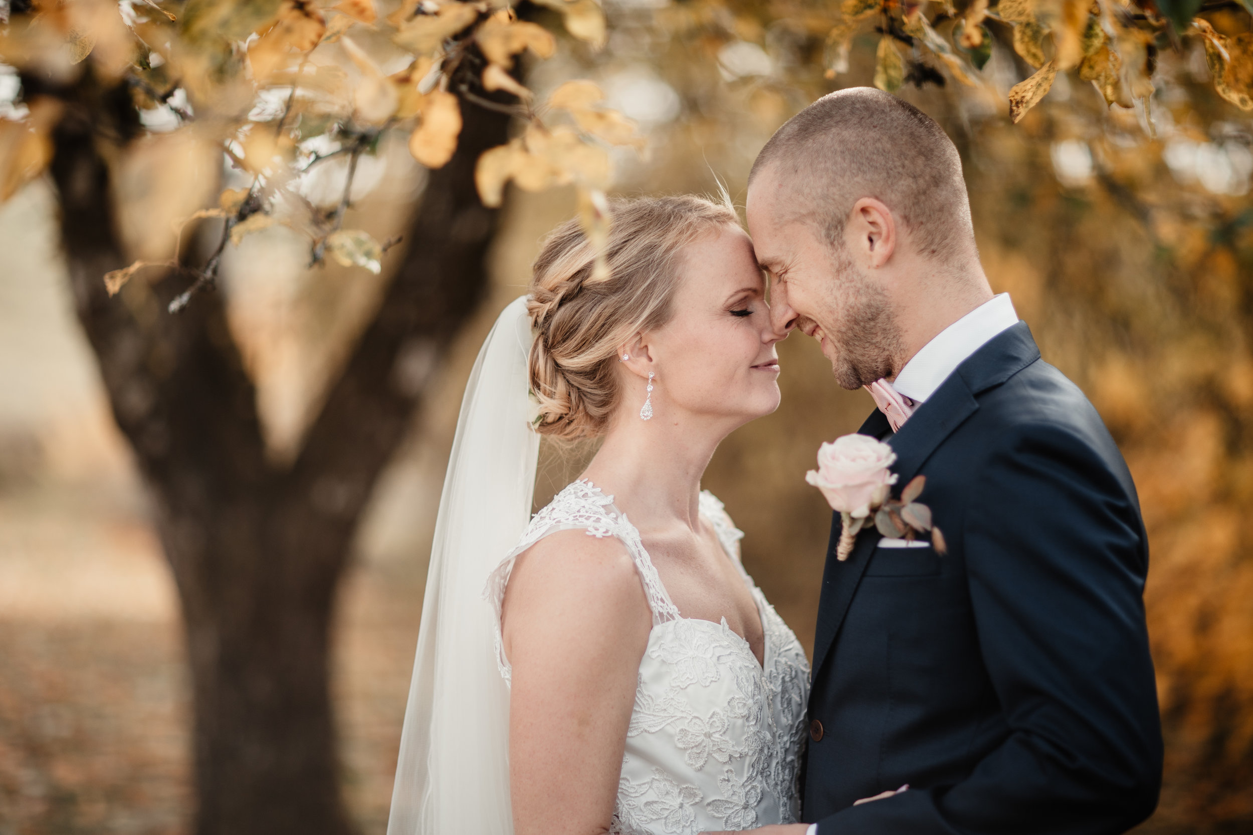 Bröllopsfotograf-Uddetorp Säteri-Höstbröllop-Fotograf Emilia- Bröllopsfotograf Borås-24.jpg