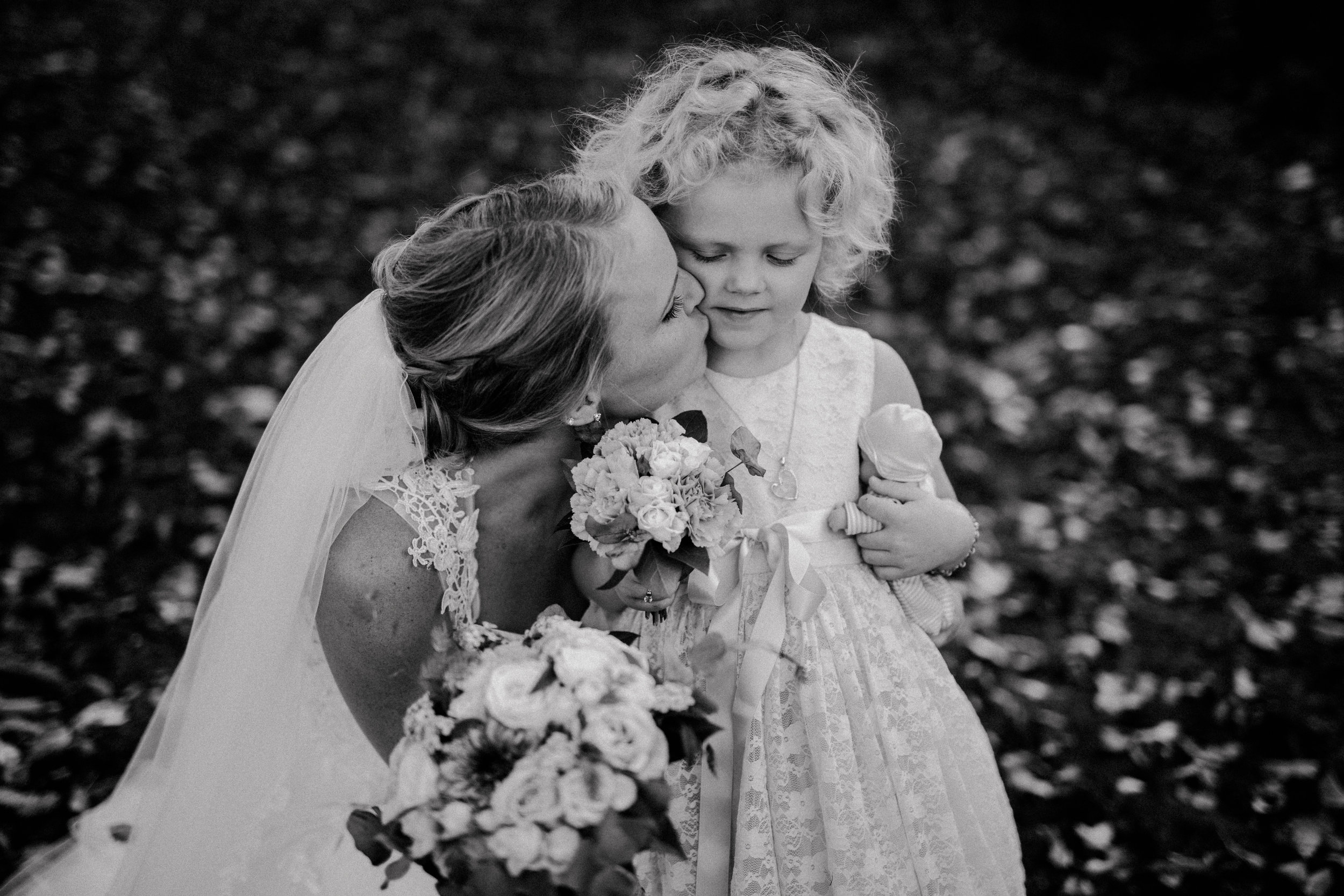 Bröllopsfotograf-Uddetorp Säteri-Höstbröllop-Fotograf Emilia- Bröllopsfotograf Borås-27.jpg