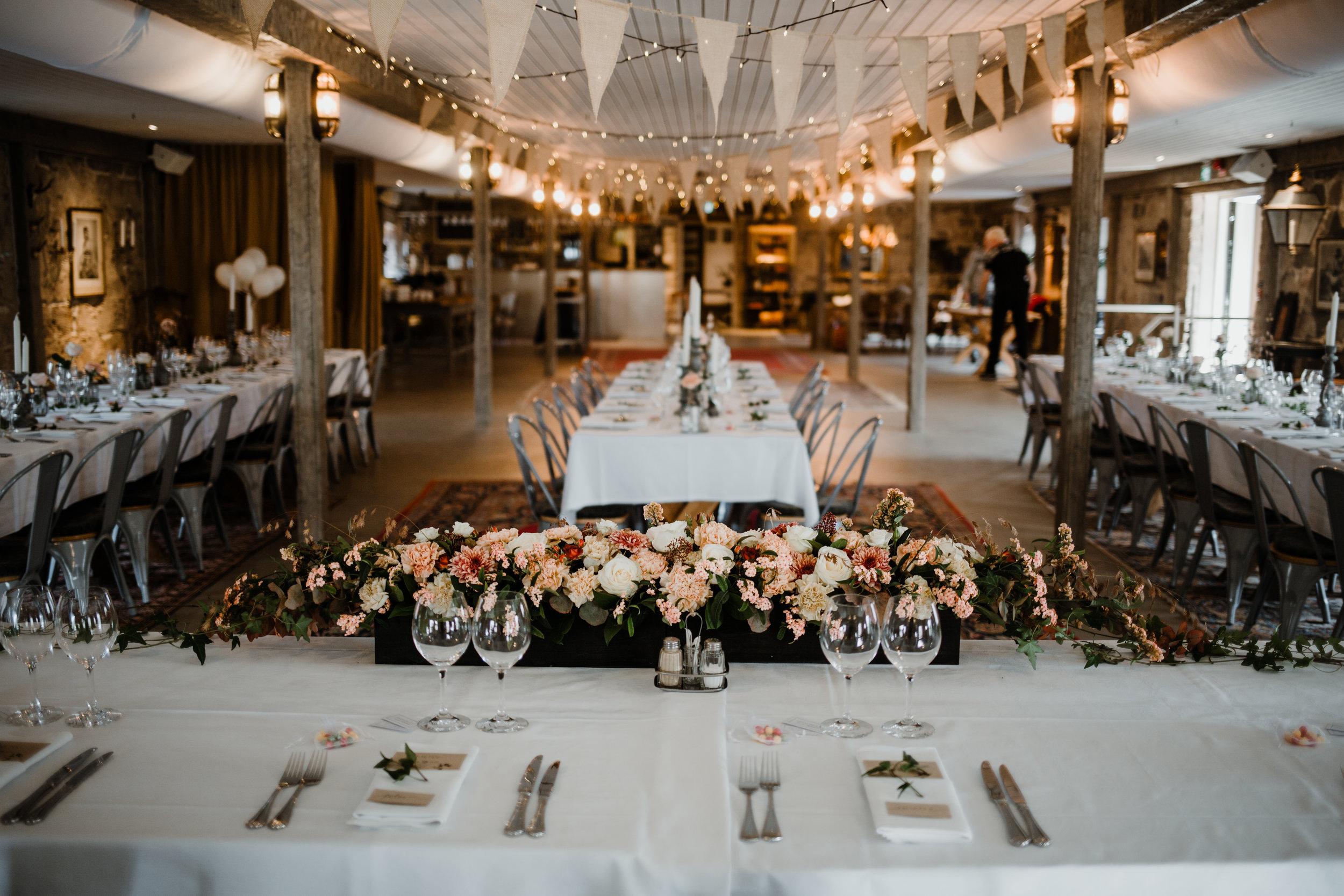 Bröllopsfotograf-Uddetorp Säteri-Höstbröllop-Fotograf Emilia- Bröllopsfotograf Borås-29.jpg
