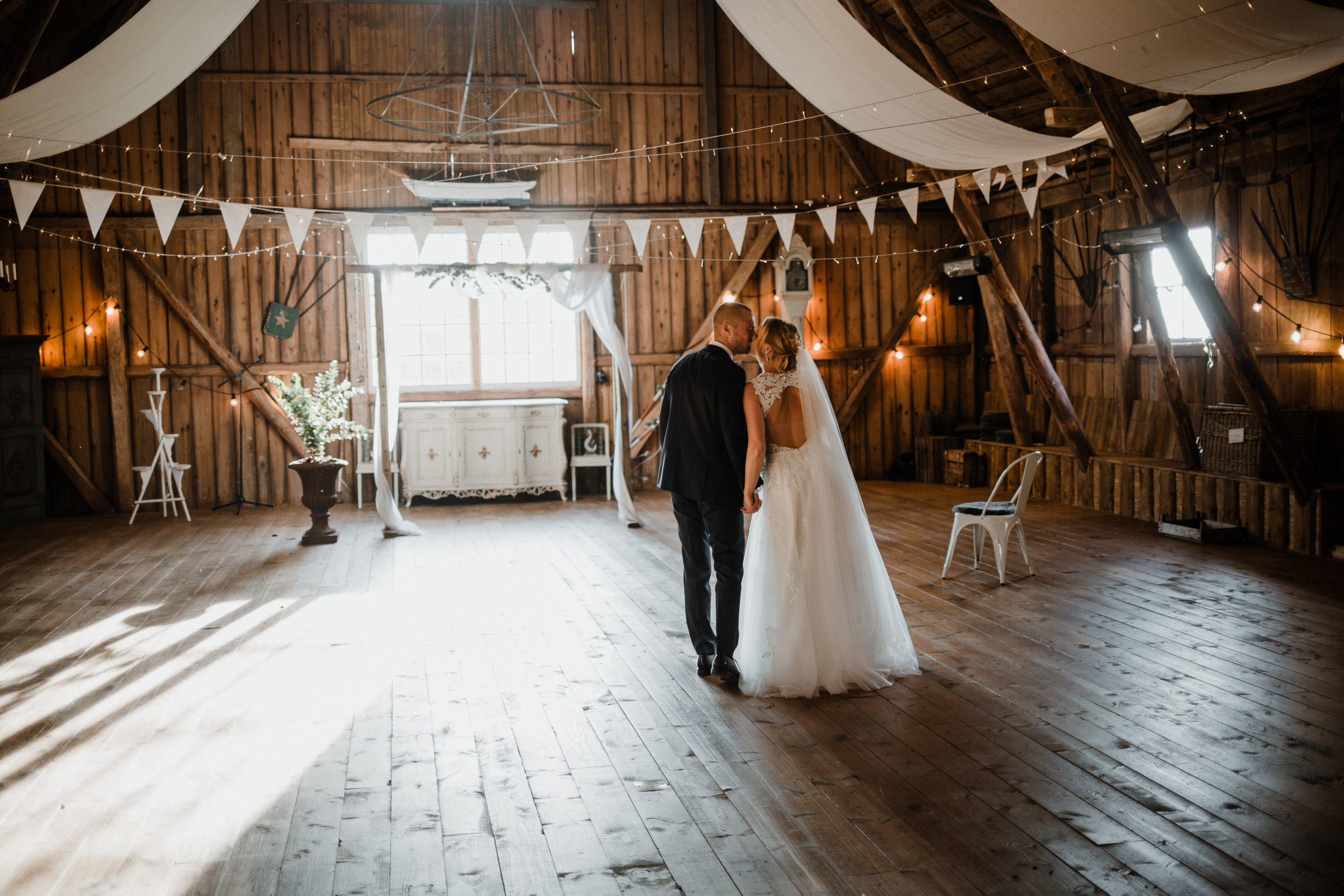 Bröllopsfotograf-Uddetorp Säteri-Höstbröllop-Fotograf Emilia- Bröllopsfotograf Borås-48.jpg