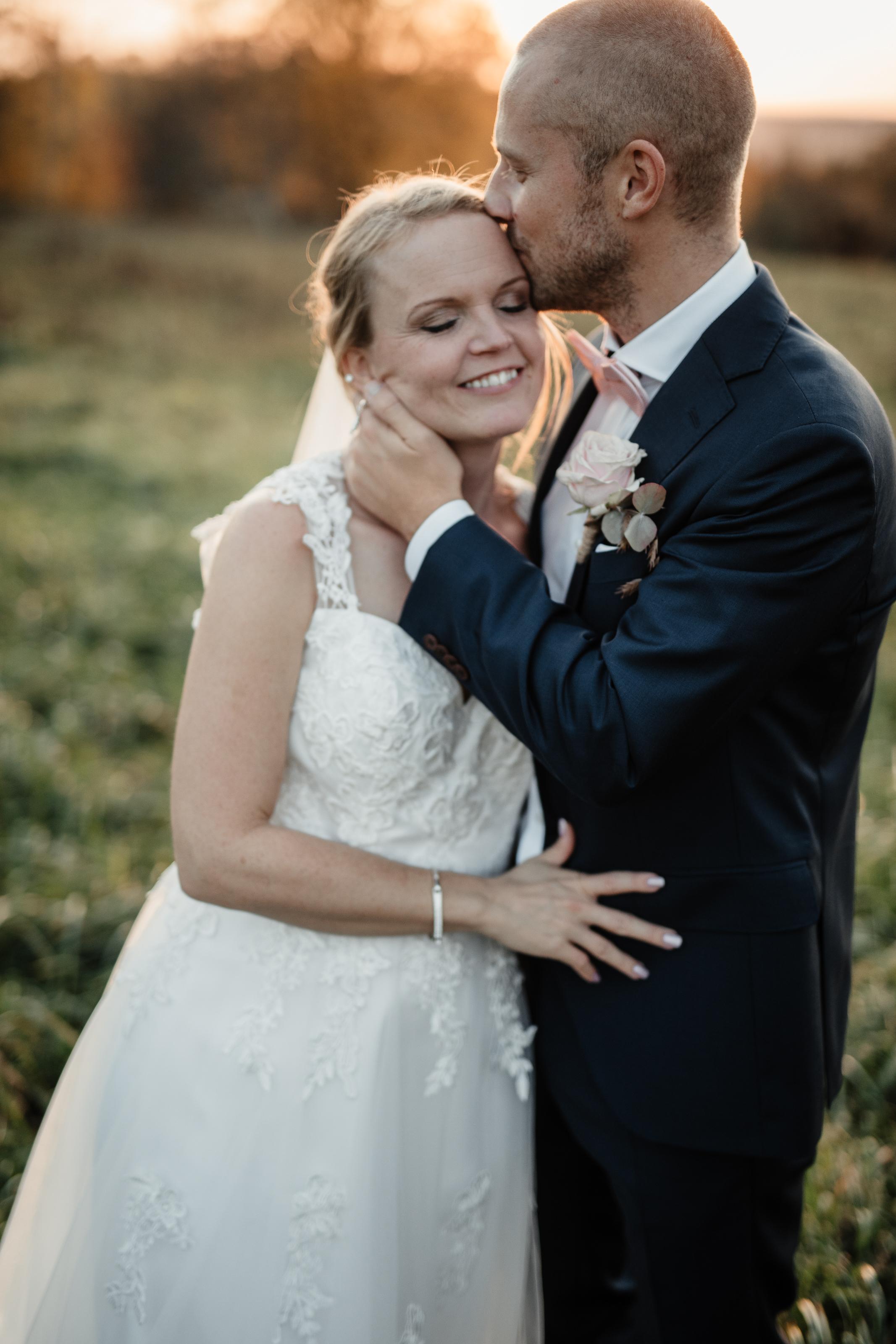 Bröllopsfotograf-Uddetorp Säteri-Höstbröllop-Fotograf Emilia- Bröllopsfotograf Borås-62.jpg