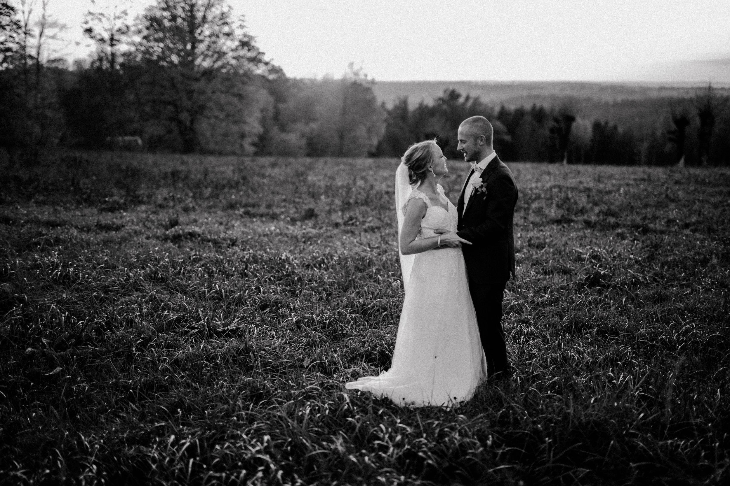 Bröllopsfotograf-Uddetorp Säteri-Höstbröllop-Fotograf Emilia- Bröllopsfotograf Borås-63.jpg