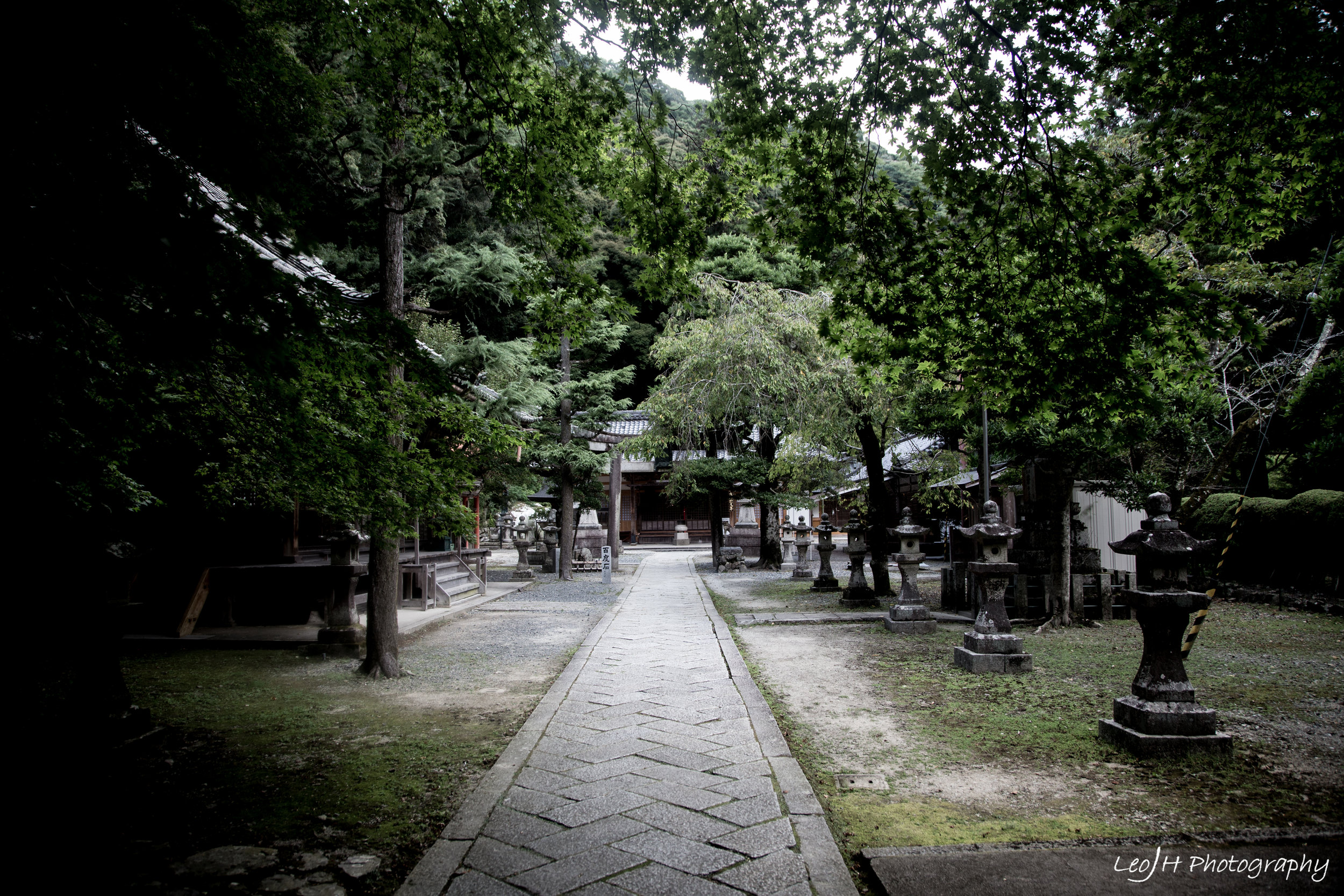 A small secluded area of the shrine that gives off a huge eeriness