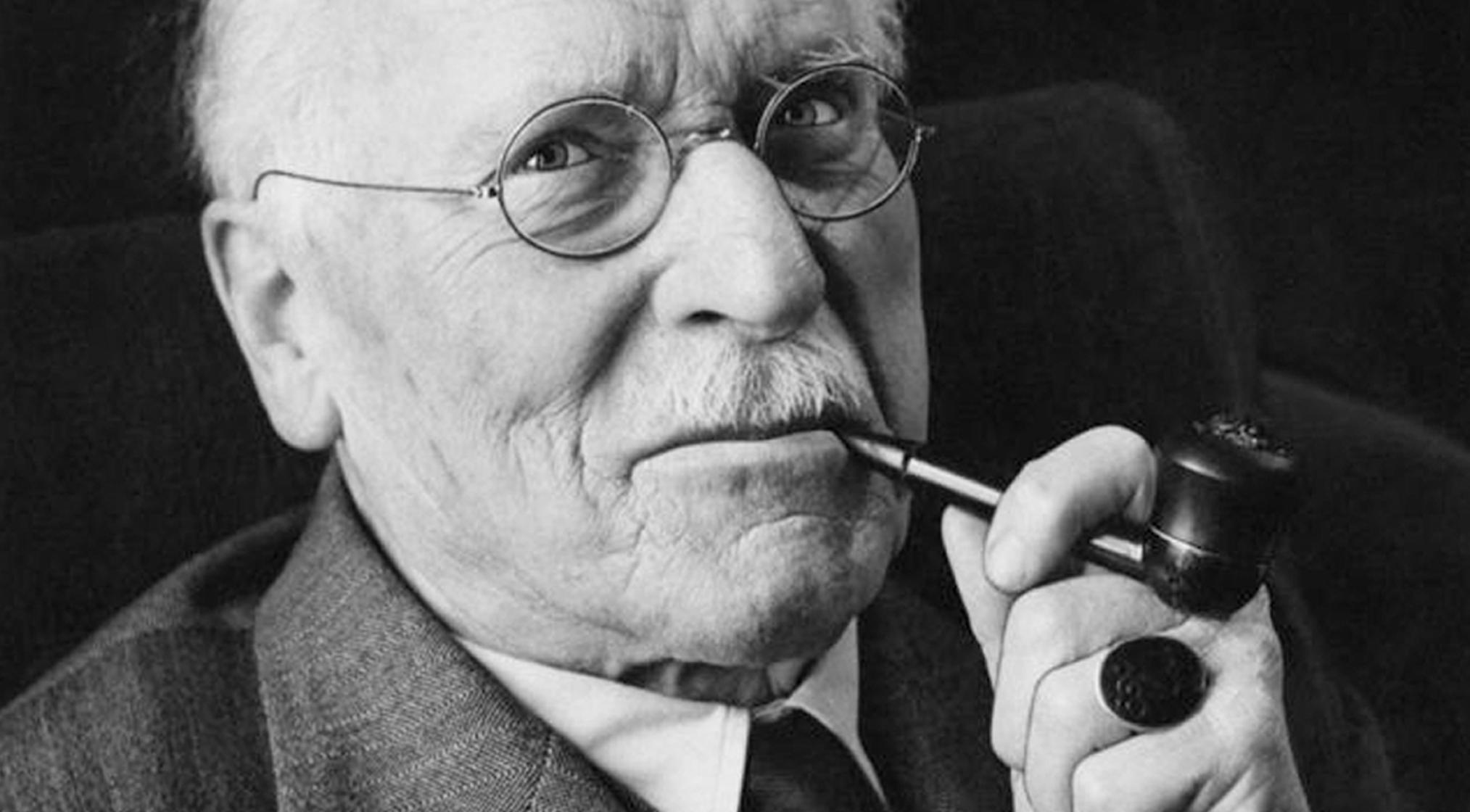 Carl Jung smoking pipe