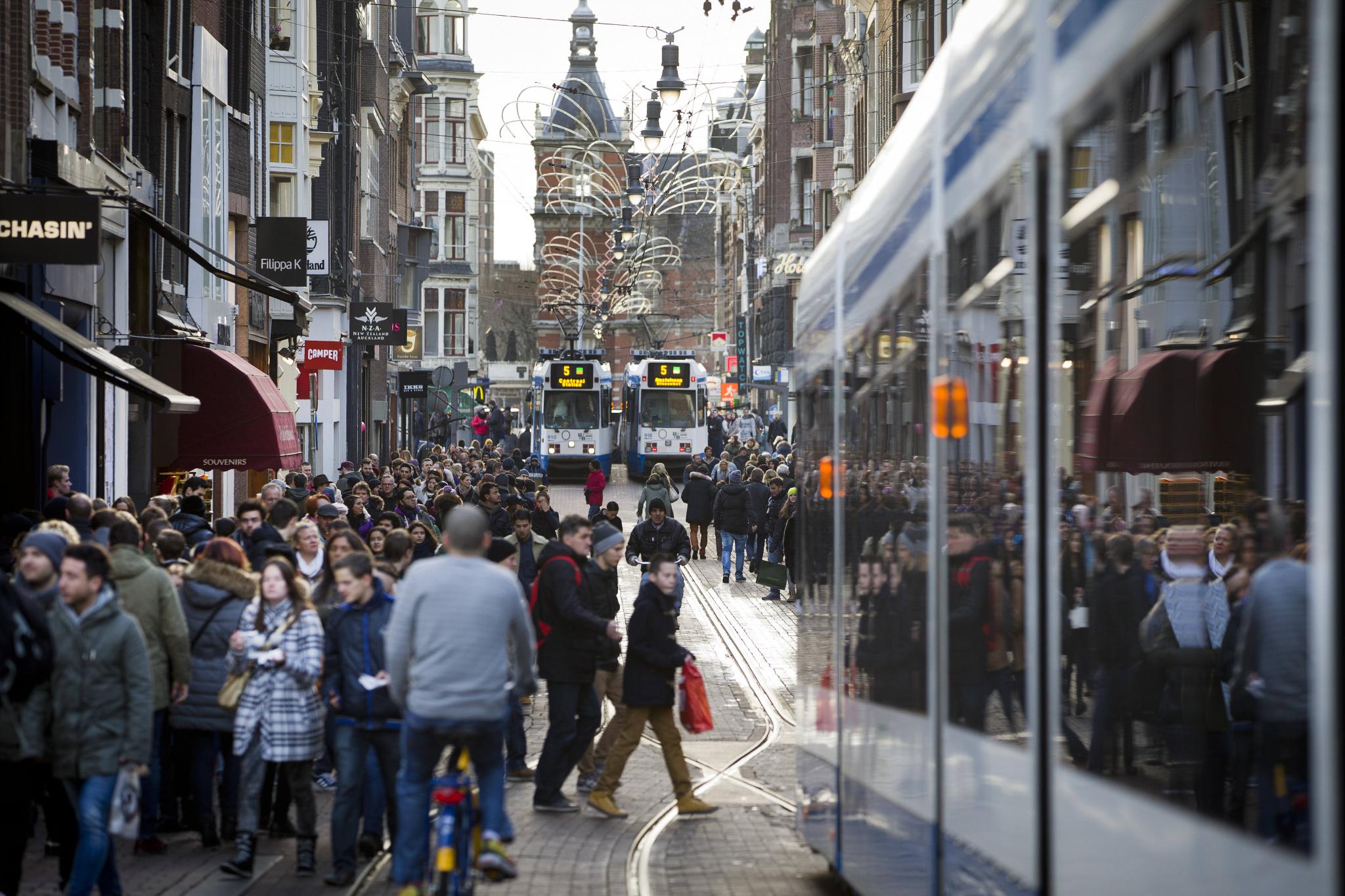 Figure 3- Pedestrian and streetcar traffic on the Leidsestraat in Amsterdam (Eigenphoto, 2014)