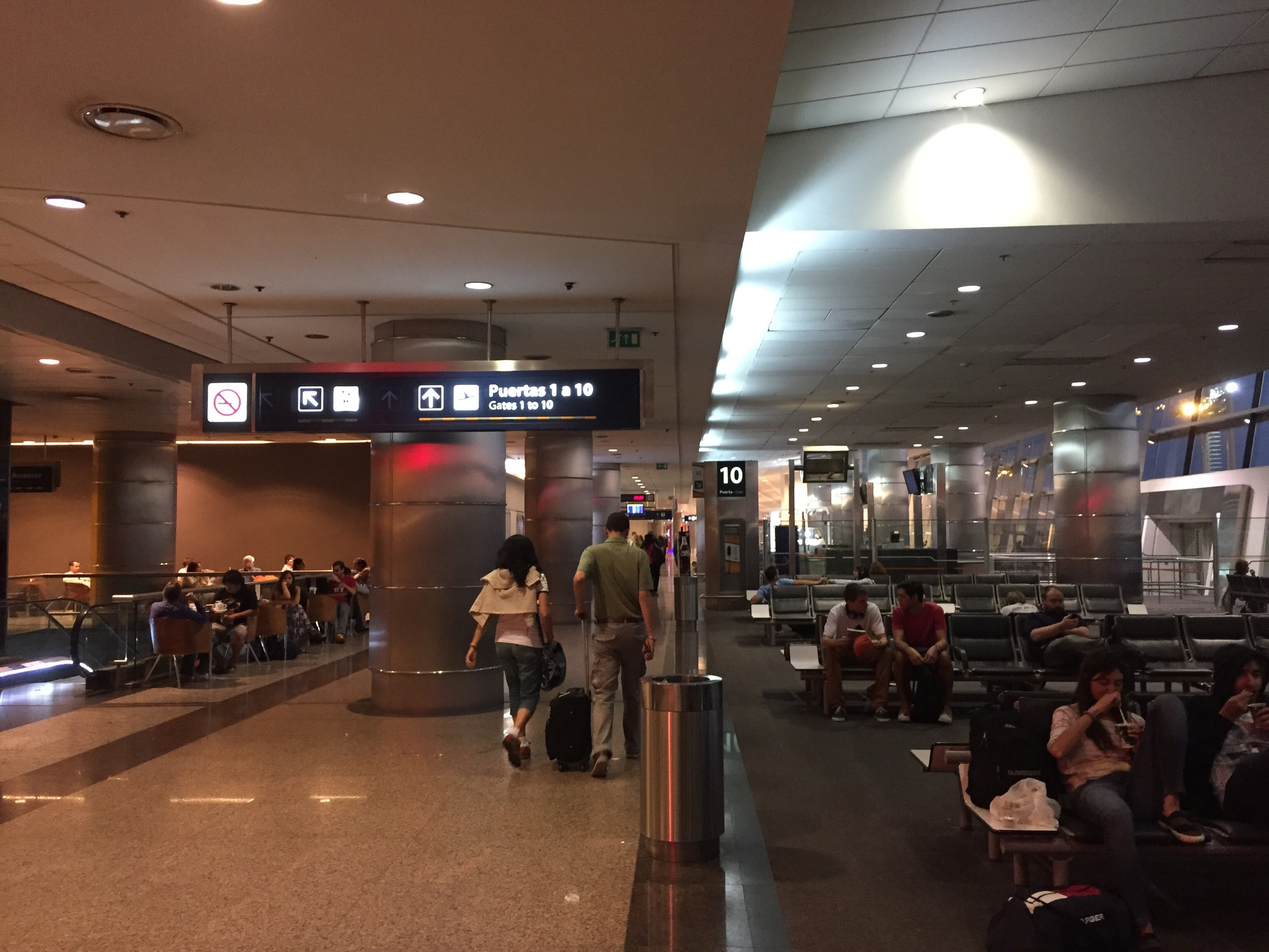 Aeroparque, the smaller yer busier airport much more centrally located in Buenos Aires. Remind you of anywhere?