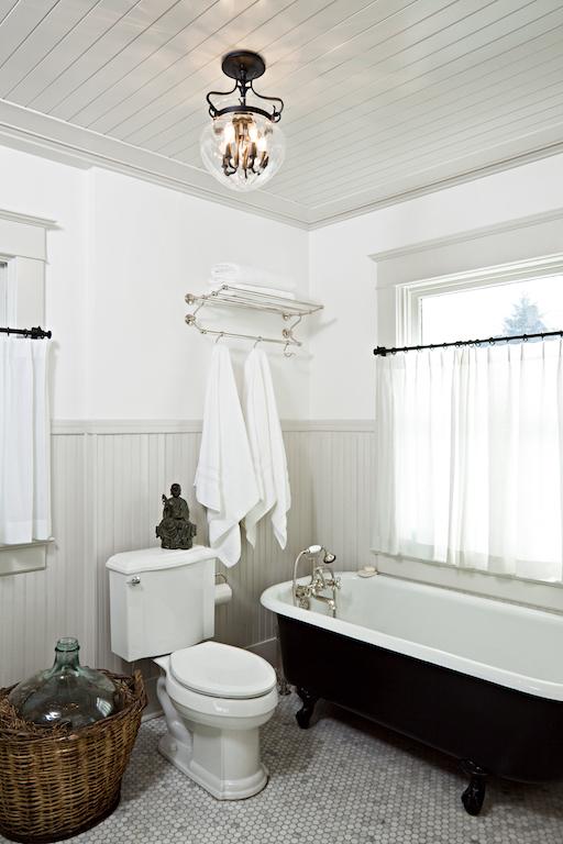 bathrooms 064.jpg