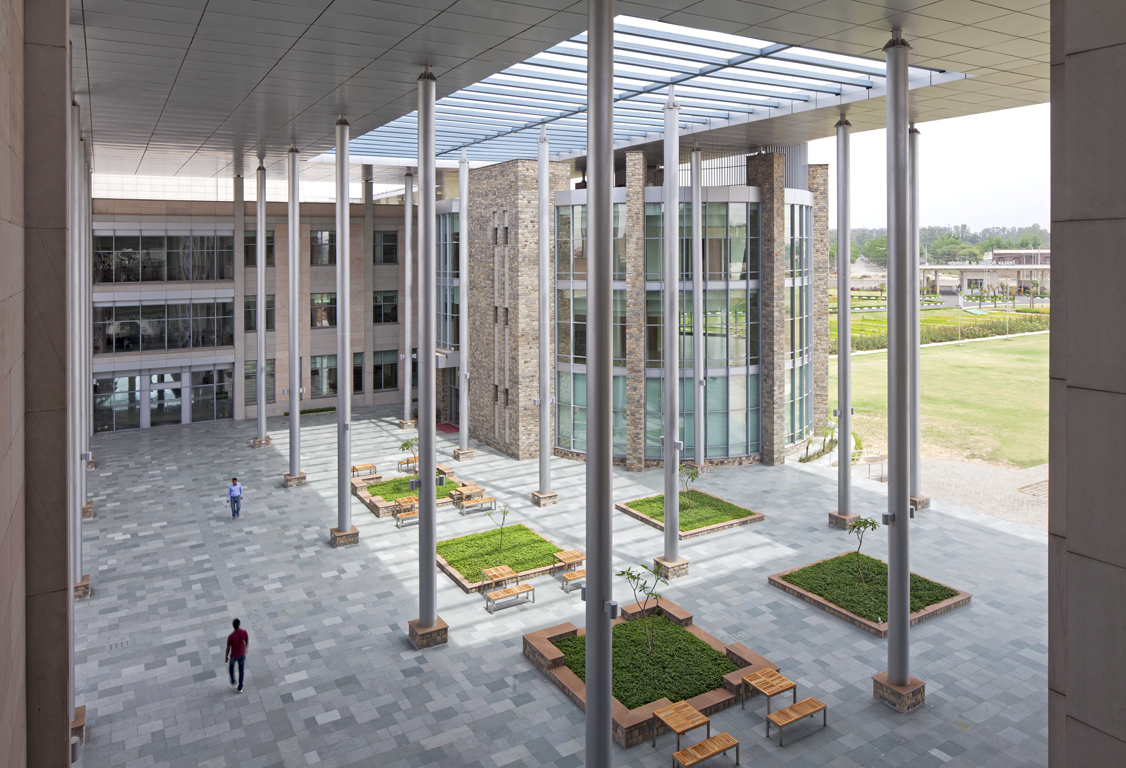 ISB+-+New+Mohali_34200.00.0_Ext+Atrium+From+Above+2_PPT+-+Copy.jpg