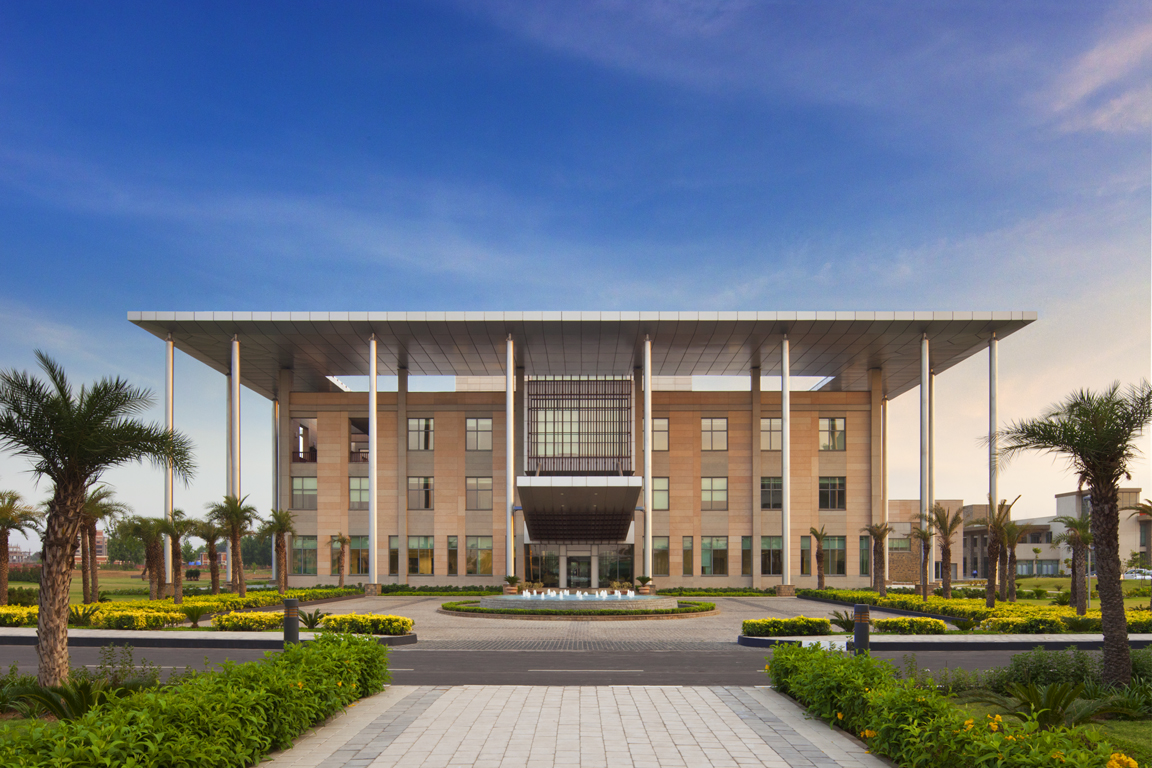 ISB - New Mohali_34200.00.0_Ext Academic Admin Front_PPT.jpg