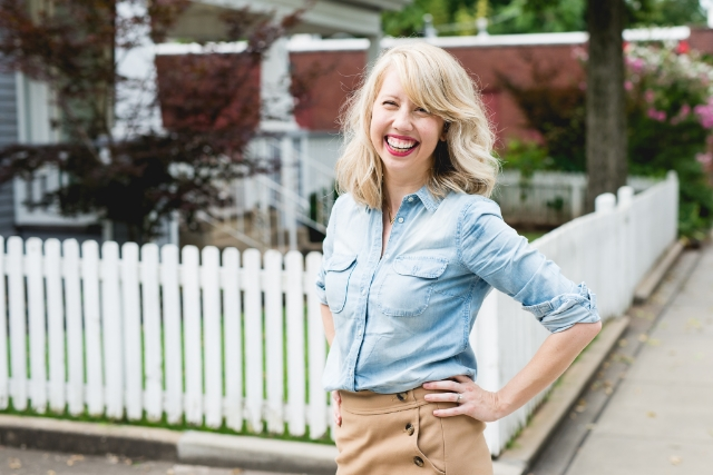 An interview with Paige Ray is the voice and heart behind the New and Noteworthy podcast entitled: Hear Motherhood.