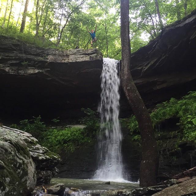 #empireeverywhere #hawksbillcrag #whitakerpoint #chasingwaterfalls #waterfall #lukegettheFdown #notthatway #poncaAR #newtoncountyAR #naturalstate #sorelaxing #billionsof #millipedes #gooutside #killyourtv #hiking #5panel #jasperAR #kleegzspot #goodfind @swoldy_locks @kleegulz