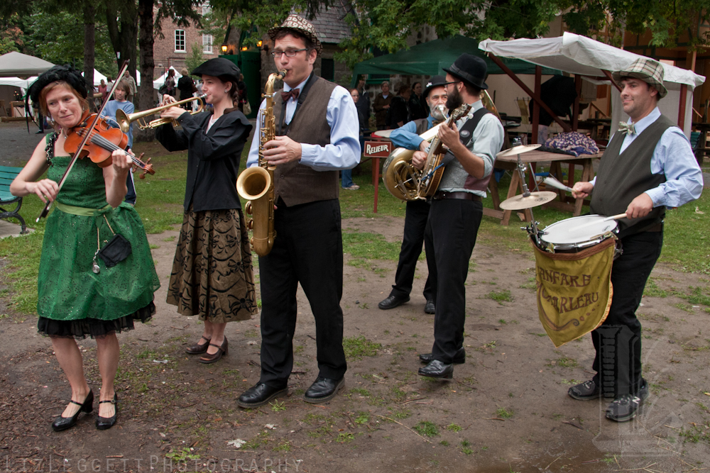 2011_liz_leggett_festival_vieux_metiers_watermarked-17.jpg