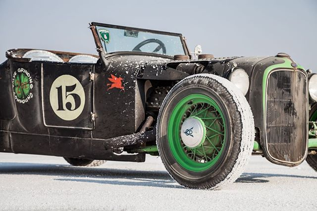 💚 @santacruzflatheads 💚 . . . #bonneville2018  #race #racing #fastcar #auto #automotive #kustom #kulture #kustomkulture #autounlimited #petrolicious #coolcar #carporn #autos_of_our_world #trb_autozone #tru_rebel #gofast 🌟#lizleggettphotography 🌟www.lizleggettphotography.com 🌟#LLPhotoz
