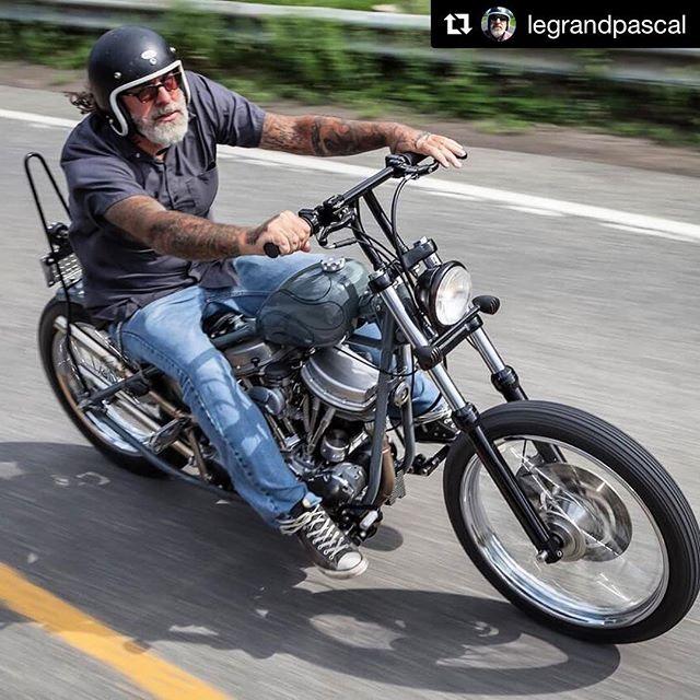 #Repost @legrandpascal ・・・ Old School forever HD Panhead 1961 📸@lizleggettphoto . #revolutionmotorcyclemag #motorcycle #harleycanada #hdpanheads #harleydavidson #panheadsforever #ontheroad #oldschool . #LLPMoto