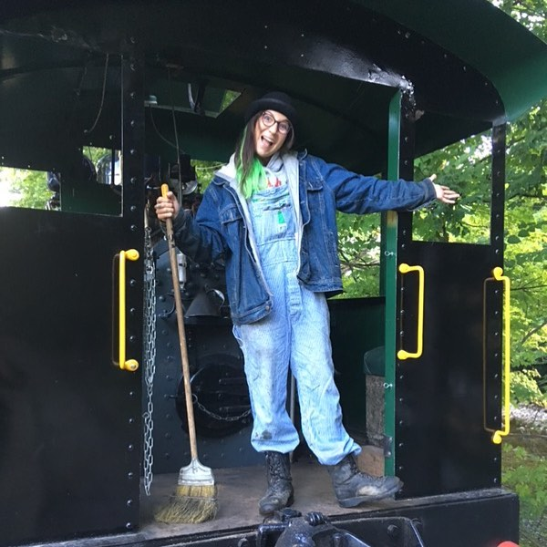 🚂🚃🚃 @clarkstradingpost Steam Weekend!!!! I'll be running the Porter on the River run! Drop by and see some steam! ☁️☁️☁️#LLPSteam