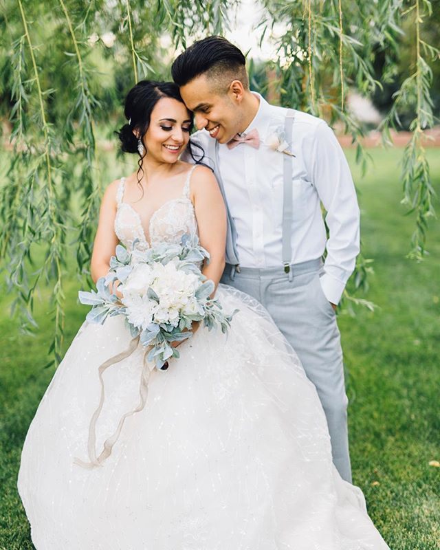 This past Saturday I got to photograph my cousin Gavy's wedding! I love shooting weddings but when it's my family it makes it 1000000x more special! Take a look at these stunning pictures and head to my stories to see a few more!