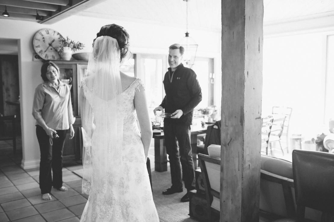 Steph-Thad-Wisconsin-Wedding_Grain-and-Compass-20.jpg