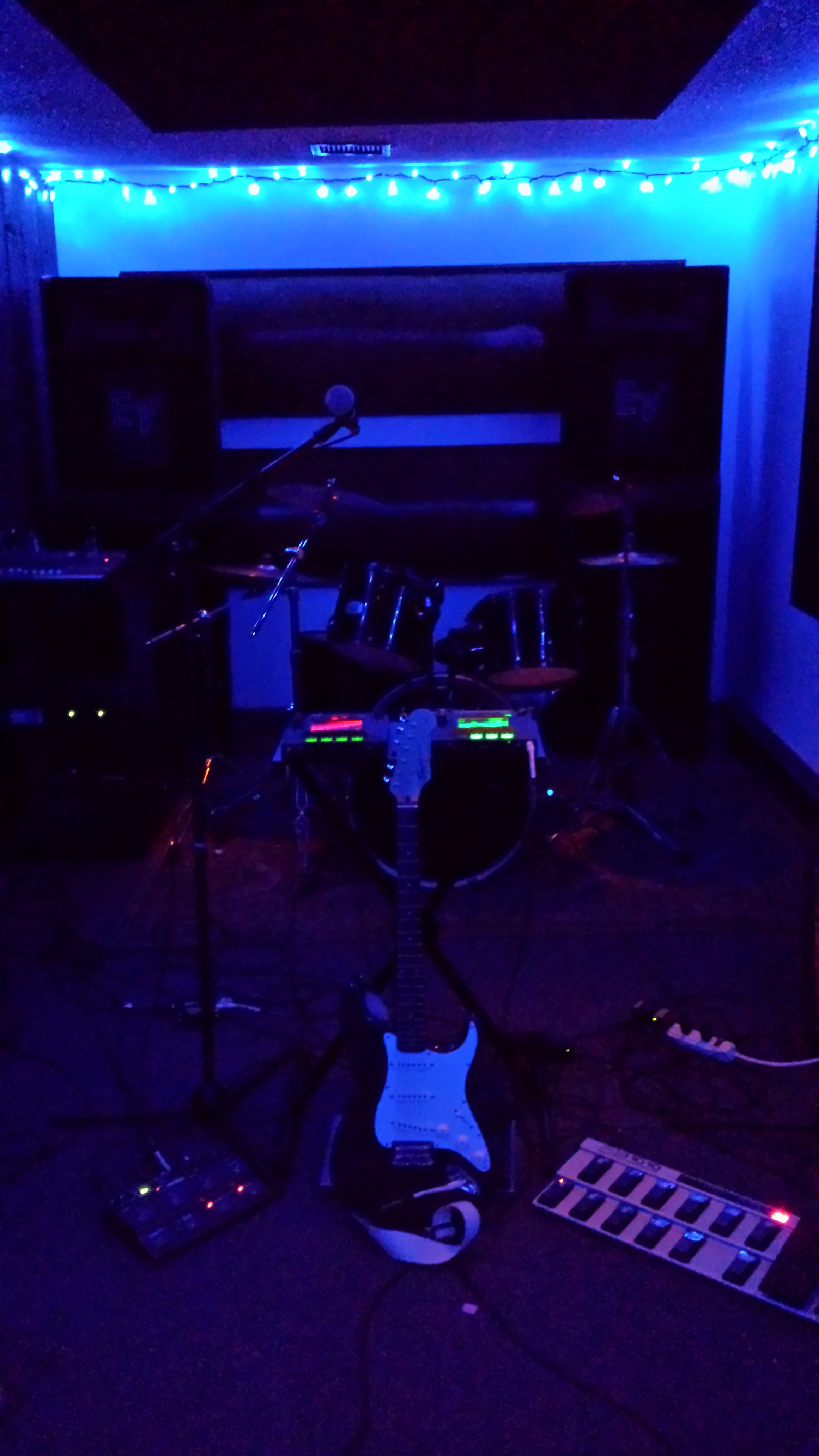 Jamming in the Blue