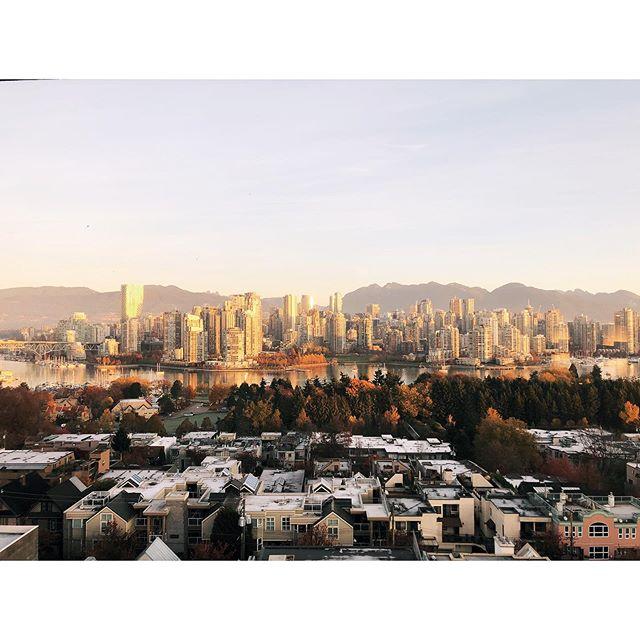 City sunrise. 🌅