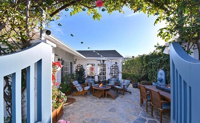 OPEN HOUSE // 📍2536 Crestview, Newport Beach | Bayshores Offered at $2,799,000 ———————-/————————Own the most recently re-built, expanded and remodeled home in Bayshores. The last 3 sales of original homes in gated Bayshores on the same size lot sold for an average of $2,800,000! Expansion potential over garage could possibly add another 400+ sf. This charming, single level Bungalow has been completely re-imagined. Over $300K spent by the current owner on upgrades and additions to this adorable, modern beach house with the finest of finishes and classic integrity and not to mention a short walk to the @balboabayclub ⚓️