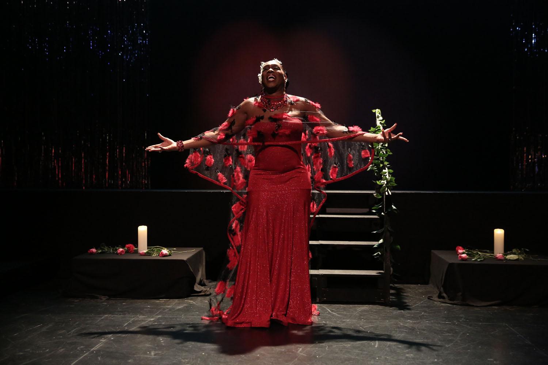 Egyptt Labeija performs in red