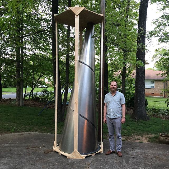 It's gone vertical. #publicart #familiarworkshop #toddstewartstudio  #sculpture #sculptcha #reluctantpose